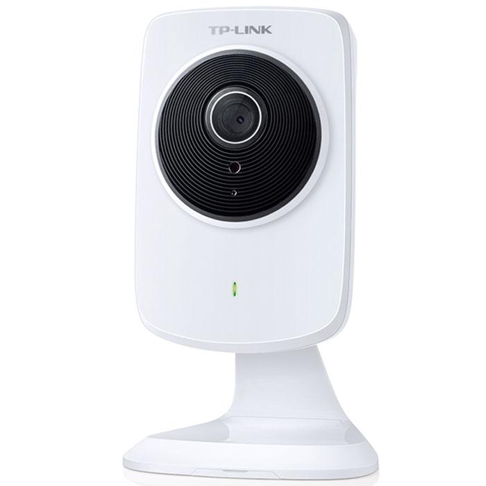 TP-Link NC220 беспроводная облачная камераNC220Беспроводная облачная камера TP-Link NC220 — это идеальное решение для дома и офиса, которое позволит вам не упускать из виду то, чем вы больше всего дорожите, где бы вы ни находились.С помощью приложения tpCamera, установленном на смартфоне или ноутбуке, вы сможете получить доступ к вашим камерам в любом месте, где есть доступ к Интернет. Даже если вы находитесь на отдыхе или в пути, в режиме реального времени вы сможете проверить, что происходит у вас дома или в офисе.Благодаря функции ночного видеонаблюдения камера TP-Link NC220 позволит вам видеть изображение на расстоянии до 5,5 метров даже в полной темноте. Облачная камера может быть настроена на автоматическую отправку уведомлений по email или FTP при обнаружении движения, позволяя вам оставаться в курсе всего происходящего, находясь на расстоянии.Настройка камеры настолько проста, что любой пользователь сможет выполнить её за несколько минут. С помощью кнопки WPS вы сможете подключить камеру к маршрутизатору (с функцией WPS) по беспроводному соединению. Приложение tpCamera поможет вам выполнить все необходимые настройки.С помощью винтов или клейкой пластины вы сможете установить вашу камеру TP-Link NC220 в любом месте: на столе, на стене и даже на потолке. Благодаря стабильному высокоскоростному соединению на скорости до 300 Мбит/с вы сможете просматривать видео без задержек. Вдобавок к этому NC200 также увеличивает зону покрытия беспроводной сети с помощью функции усилителя Wi-Fi сигнала.Настройки изображения: поворот (зеркальный, переворот); настраиваемые яркость, контраст, насыщенность; наложение: время, дата, текст и изображениеВстроенный микрофонОбнаружение звука и движенияМножество пользовательских уровней, защищённых паролемСкорость беспроводной передачи данных: IEEE 802.11 b/g/n, скорость до 300 Мбит/сШифрование: WEP, WPA/WPA2, WPA-PSK/WPA2-PSKОС смартфона: iOS 7.0 или выше, Android 3.0 или вышеПоддерживаемые ОС: Windows 8/7/Vista/XP, Mac OS 10.7 или выш