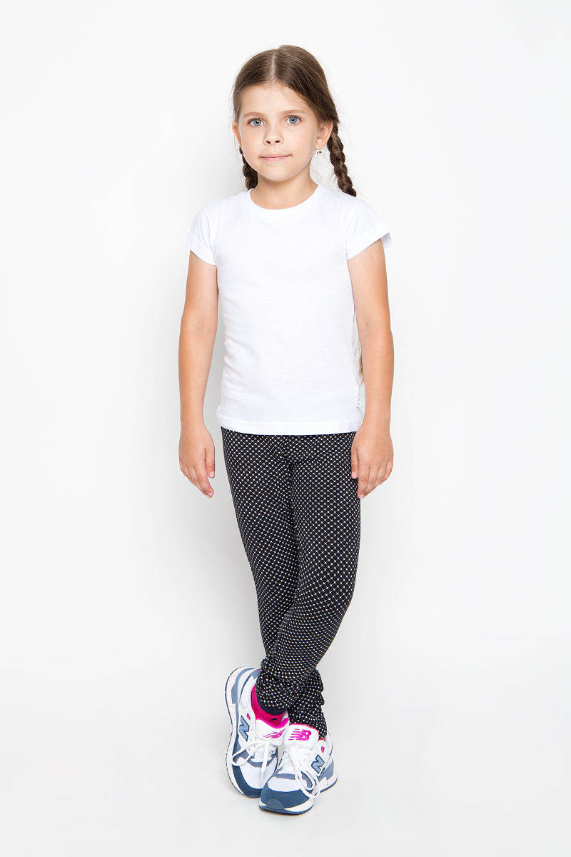 Брюки спортивные для девочки Sela, цвет: черный, белый. Pk-615/117-6351. Размер 128, 8 летPk-615/117-6351Удобные брюки для девочки Sela идеально подойдут вашей маленькой моднице. Изготовленные из эластичного хлопка, они мягкие и приятные на ощупь, не сковывают движения, сохраняют тепло и позволяют коже дышать, обеспечивая наибольший комфорт. Прямые брюки имеют широкую мягкую резинку на поясе, благодаря чему не сдавливают живот ребенка и не сползают. Наружная сторона изделия гладкая, а внутренняя имеет начес. Такие брюки подойдут как для повседневной носки, так и для активных игр и занятия спортом.Практичные и стильные брюки идеально подойдут вашей малышке, а модная расцветка и высококачественный материал позволят ей комфортно чувствовать себя в течение дня!