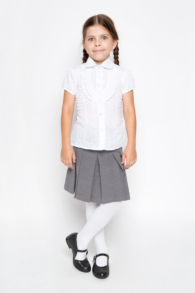 Блузка для девочки Nota Bene, цвет: белый. CWR26015A-1. Размер 122CWR26015A-1/CWR26015BСтильная блузка для девочки Sela идеально подойдет вашей дочурке. Изготовленная из хлопка с добавлением полиэстера, она мягкая и приятная на ощупь, не сковывает движения и позволяет коже дышать, обеспечивая наибольший комфорт. Блузка с короткими рукавами-фонариками и отложным воротничком застегивается на пластиковые пуговицы по всей длине. Модель выполнена из тонкого полупрозрачного полотна и оформлена цветочным узором.Современный дизайн и расцветка делают эту блузку стильным предметом детского гардероба. Модель можно носить как с джинсами, так и с классическими брюками.