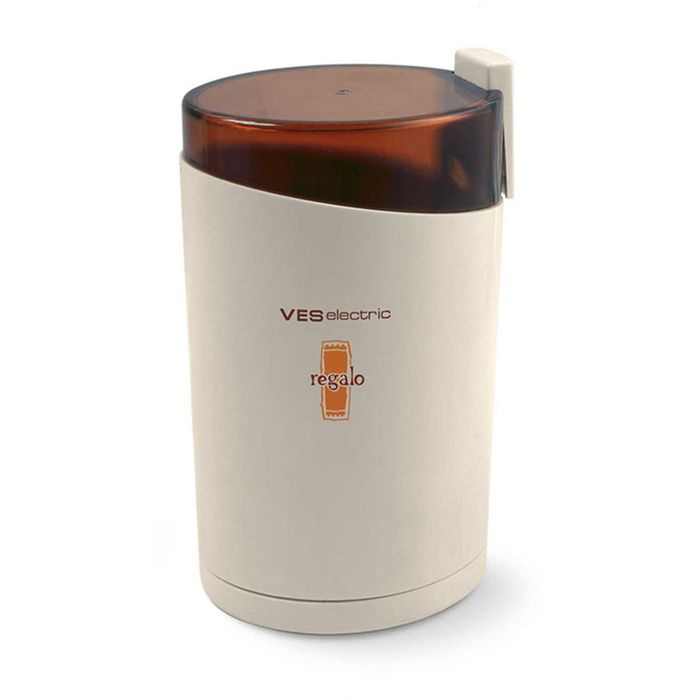 Ves 730 кофемолкаVES 730Кофемолка Ves 730 - удобная и практичная машина, которая станет идеальным приобретением для тех, что ценит аромат и вкус свежемолотых кофейных зерен. Простой, но прочный механизм перемалывания зерен выполнен из высококачественной нержавеющей стали, которая гарантирует долговечность и надежность устройства.Емкость для зерен вмещает до 85 грамм, что позволяет приготовить натуральный кофе на несколько порций.Устройство оснащено защитой от случайного включения, что обеспечивает его безопасное использование.Кофемолка помимо своих прекрасных технических характеристик также обладает привлекательным дизайном, который позволит ей вписаться в любой кухонный интерьер. Побалуйте себя и своих близких ароматным бодрящим напитком с кофемолкой Ves 730!