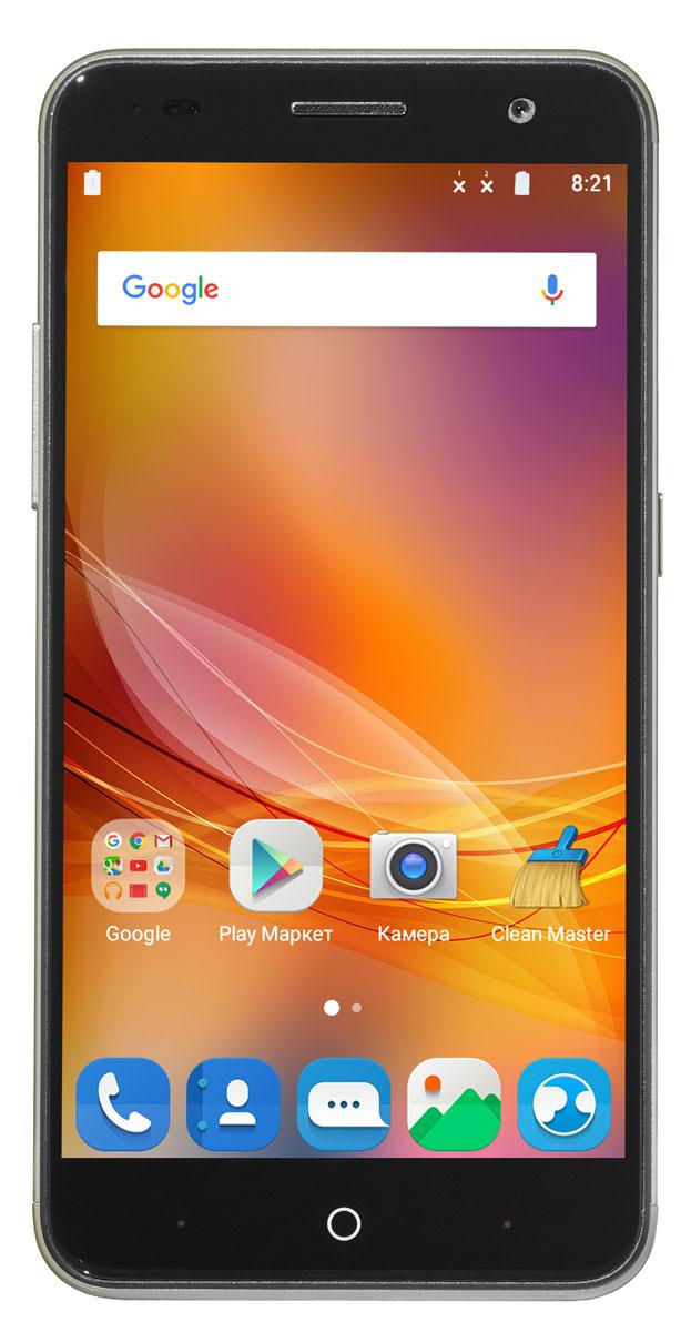 ZTE Blade V7, GoldZTE-BLADE.V7.GDСмартфон Blade V7 порадует сочетанием высокой производительности процессора, прочного стильного металлического корпуса и продвинутого функционала.Благодаря восьмиядерному процессору MediaTek MT6753 с тактовой частотой 1,3 ГГц смартфон работает чрезвычайно шустро. Пользователю обеспечены быстрый запуск и уверенная работа практически любых приложений, а также плавное воспроизведение видео.Смартфон имеет 5,2-дюймовый дисплей с разрешением 1920х1080 пикселей. Он достаточно яркий, не вынуждает владельца напрягать глаза, обеспечивает четкое, разборчивое изображение и экономно расходует энергию аккумулятора.ZTE Blade V7 оснащен двумя камерами - основной и фронтальной. Основная предназначена для фото- и видеосъемки, для этого у нее есть 13-мегапиксельная матрица, автофокус и светодиодная вспышка, благодаря чему владелец может снимать фото и видео, которыми не стыдно поделиться с окружающими. Фронтальная 8-мегапиксельная камера предназначена для видеосвязи, также с ее помощью можно снимать яркие и необычные селфи.Телефон сертифицирован EAC и имеет русифицированный интерфейс меню, а также Руководство пользователя.