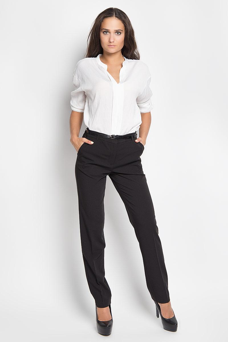 Брюки женские Sela, цвет: черный. P-115/750-6321. Размер 48P-115/750-6321Стильные женские брюки Sela станут отличным дополнением к вашему современному образу. Модель слегка зауженного к низу кроя выполнена из полиэстера с добавлением вискозы и эластана. Застегиваются брюки на пуговицу и крючок по поясу и ширинку на застежке-молнии, имеются шлевки для ремня. Спереди модель дополнена двумя втачными карманами со скошенными краями, а сзади - двумя прорезными карманами. Брюки дополнены узким поясом.В этих брюках вы всегда будете чувствовать себя уютно и комфортно.