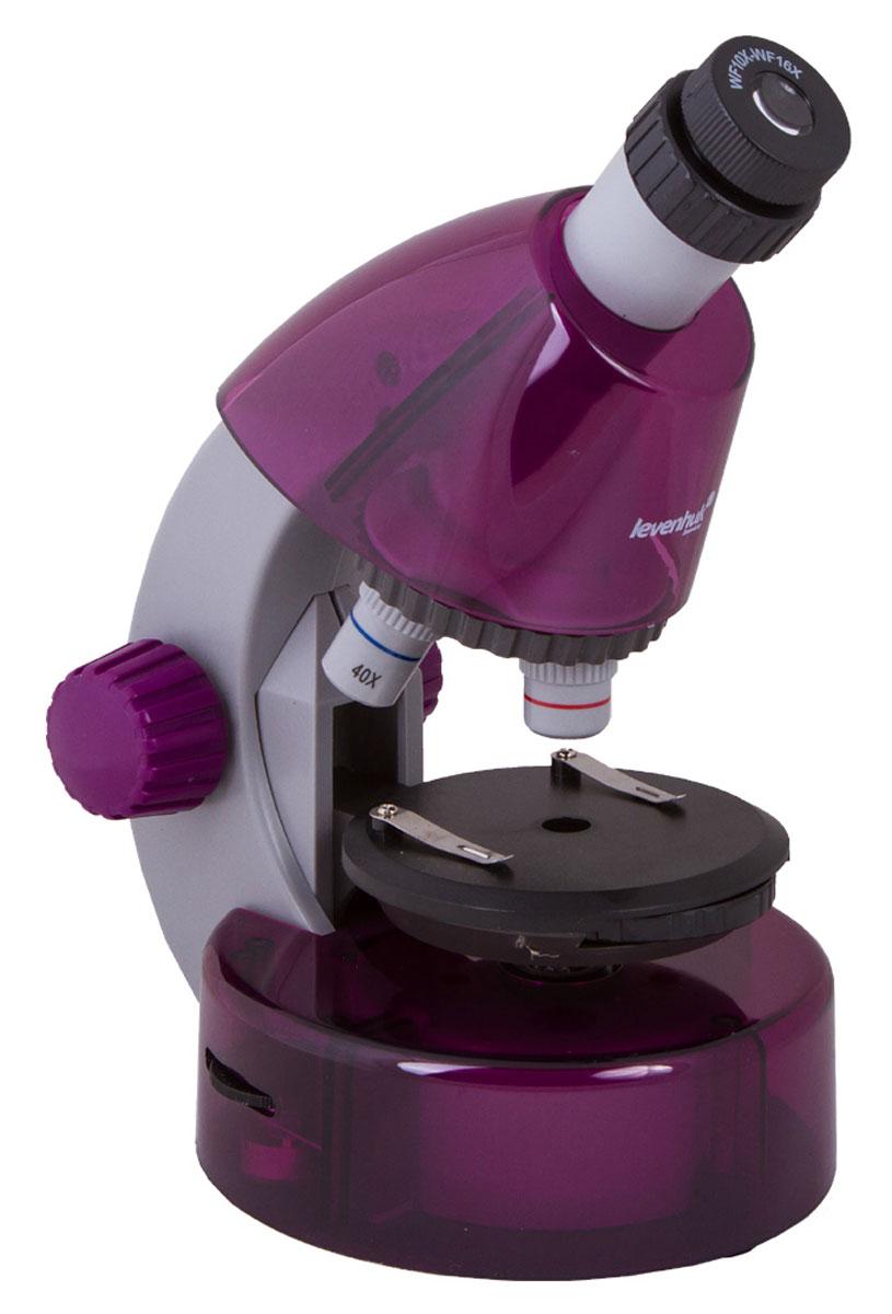 Levenhuk LabZZ M101, Amethyst микроскопXSP-1508 Pantone #260C Transp.Как выглядят безобидные букашки при большом увеличении, из чего состоят растения, кого можно увидеть вкапле обычной воды – с микроскопом Levenhuk LabZZ M101 ваш ребенок сможет найти ответы на эти и многиедругиевопросы. В комплекте есть все, что нужно для первого знакомства с микромиром – готовые образцы дляизучения,специальные инструменты для работы с микроскопическими объектами и подробное руководство попроведениюинтереснейших опытов.Микроскоп создан специально для детей, но по уровню оптики он не уступает некоторым взрослым моделям.Прибор снабжен тремя объективами, причем для смены объектива не нужно прерывать занятия – достаточноповернуть револьверное устройство. Уникальная особенность этого микроскопа – выдвижнойдвухпозиционный окуляр.Такой окуляр заменяет собой два окуляра с увеличением 10 и 16 крат, а пользоваться им очень просто. Крометого, ребенкуне придется менять окуляры, а значит, они не потеряются. Три объектива и окуляр позволяют получитьувеличения 40, 64,100, 160, 400 и 640 крат.Чтобы рассмотреть крылышко мухи или клетки лука, тонкий прозрачный образец помещают на круглыйпредметный столик. Удобные зажимы позволяют надежно зафиксировать микропрепарат – он не собьется принеосторожном движении. Свет от светодиодов, которые находятся под предметным столиком, проходит черезпрепарат и создает увеличенное изображение. Удобно, что яркость подсветки регулируется – для болеепрозрачных препаратов ее можно немного уменьшить, а для менее прозрачных увеличить.Корпус микроскопа сделан из прочного пластика – прибор получился очень легким и в то же время надежным.Чтобы маленький исследователь не уставал во время занятий с микроскопом, окулярная трубка наклонена подуглом 45°. Микроскоп работает от батареек – он безопаснее и мобильнее, чем модели с питанием от сети.В комплект входит набор, в котором есть все необходимое для проведения увлекательнейших опытов. Изруководства ребенок узнает, как устроен ми