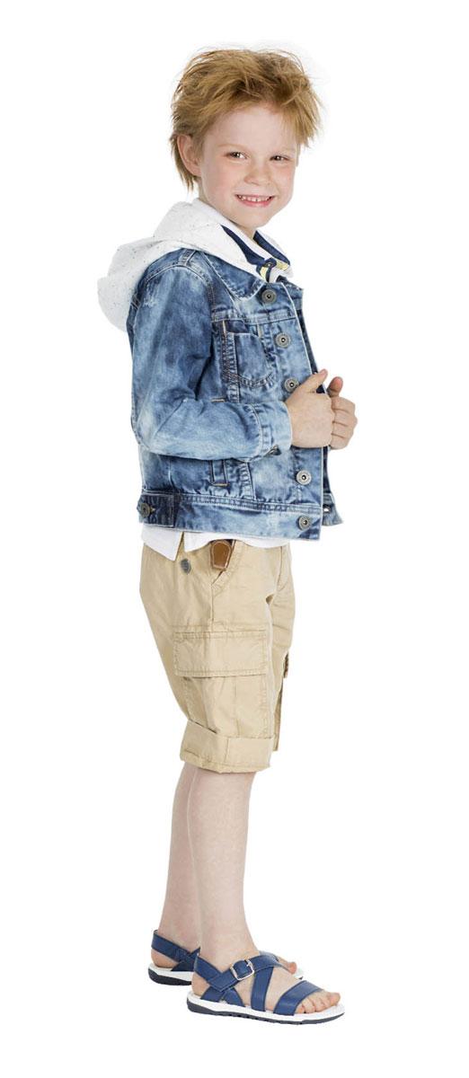 Шорты для мальчика Gulliver Воздухоплаватели, цвет: бежевый. 11604BMC6004. Размер 104, 3-4 года11604BMC6004Стильные шорты для мальчика Gulliver Воздухоплаватели идеально подойдут юному моднику для отдыха и прогулок. Изготовленные из натурального хлопка, они мягкие и приятные на ощупь, позволяют коже дышать. Шорты имеют комфортную длину и удобную посадку изделия на фигуре.Модель на талии застегивается на металлическую пуговицу и имеет ширинку на застежке-молнии, а также шлевки для ремня. С внутренней стороны пояс регулируется скрытой резинкой на пуговицах. Спереди расположены два втачных кармана, сзади - два прорезных, по бокам предусмотрены два объемных накладных кармана с клапанами. Модель дополнена декоративными отворотами. Изделие украшено металлической пластиной с фирменным логотипом. Современный дизайн и расцветка делают эти шорты модным предметом детской одежды. Обладатель таких шорт всегда будет в центре внимания!