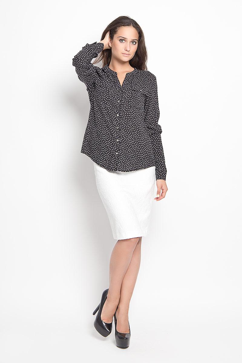 Блузка женская Sela Casual, цвет: черный, белый. B-112/1043-6391. Размер 48B-112/1043-6391Стильная женская блуза Sela, выполненная из 100% вискозы, подчеркнет ваш уникальный стиль и поможет создать оригинальный женственный образ.Модель с V-образным вырезом горловины и длинными рукавами застегивается на пуговицы по всей длине. Низ рукавов дополнен манжетами на пуговицах. Спереди блуза дополнена двумя накладными карманами с клапанами на пуговицах. Спинка модели немного удлинена. Изделие оформлено принтом в горох.Такая блузка будет дарить вам комфорт в течение всего дня и послужит замечательным дополнением к вашему гардеробу.