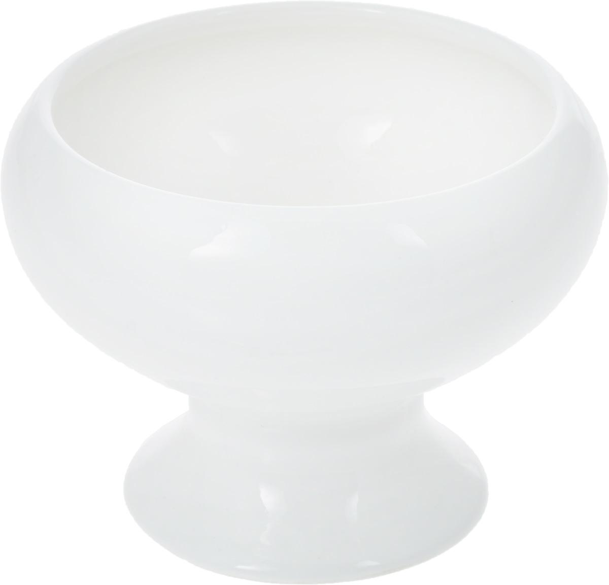 """Креманка """"Wilmax"""" изготовлена из высококачественного фарфора, покрытого  глазурью. Изделие предназначено для подачи мороженого и различных десертов,  также может использоваться для хранения варенья, меда, джемов. Такая  креманка пригодится в любом хозяйстве, она подойдет как для праздничного  стола, так и для повседневного использования. Изделие функциональное,  практичное и легкое в уходе.  Диаметр креманки (по верхнему краю): 9 см.  Внешний диаметр креманки: 11 см.  Высота креманки: 8 см."""