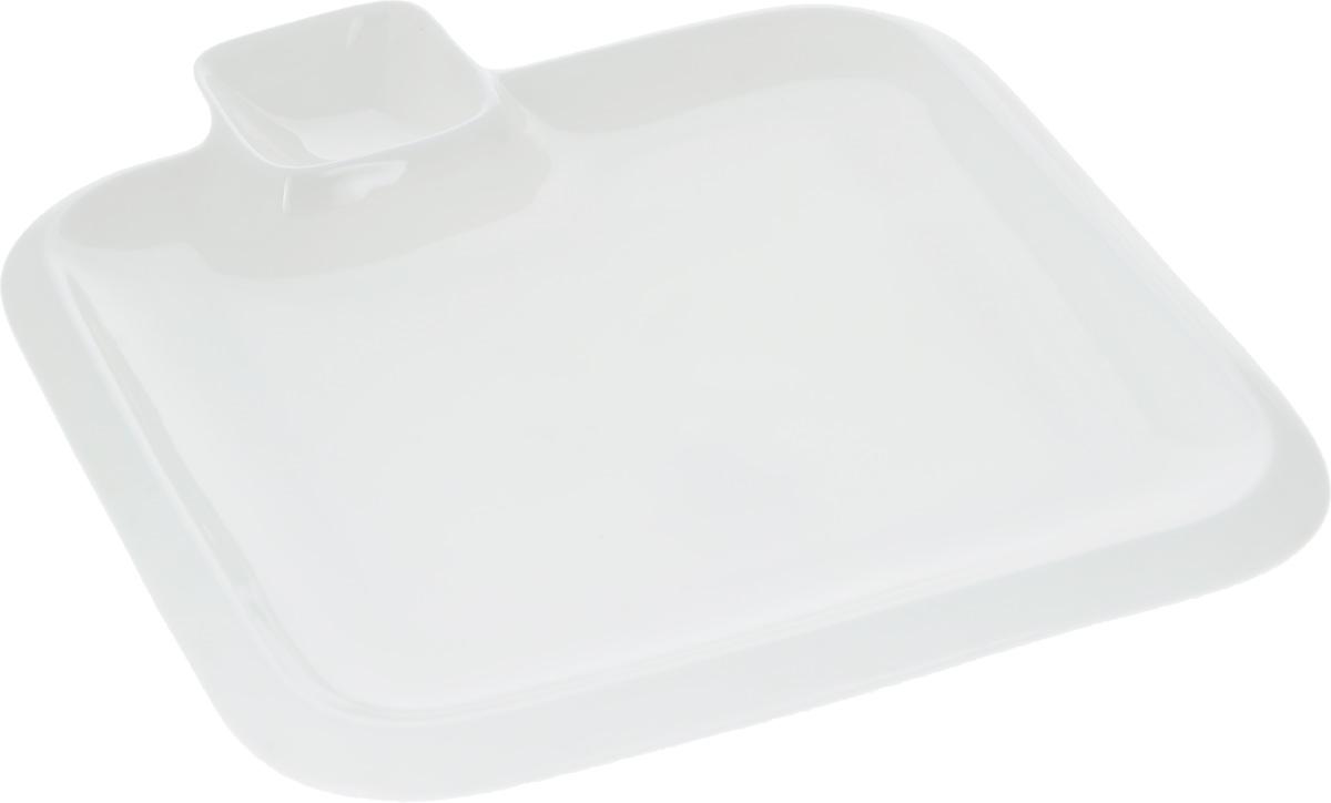 """Оригинальное блюдо """"Wilmax"""", выполненное из  высококачественного фарфора, имеет квадратную форму и  оснащено соусником.  Изделие идеально подойдет для сервировки праздничного или  обеденного стола, а также станет отличным подарком к любому  празднику. Размер блюда (по верхнему краю): 20 х 20 см.  Высота стенки блюда: 2 см.  Размер соусника (по верхнему краю): 5,2 х 5,2 см.  Высота стенки соусника: 2,3 см.  Ширина блюда (с учетом соусника): 23 см."""