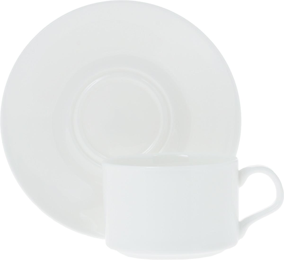 Чайная пара Wilmax, 2 предмета. WL-993006 / ABWL-993006 / ABЧайная пара Wilmax состоит из чашки и блюдца. Изделия выполнены из высококачественного фарфора, покрытого слоем глазури. Изделия имеют лаконичный дизайн, просты и функциональны в использовании. Чайная пара Wilmax украсит ваш кухонный стол, а также станет замечательным подарком к любому празднику.Изделия можно мыть в посудомоечной машине и ставить в микроволновую печь. Объем чашки: 160 мл.Диаметр чашки (по верхнему краю): 7,5 см.Высота чашки: 5 см.Диаметр блюдца: 14 см.