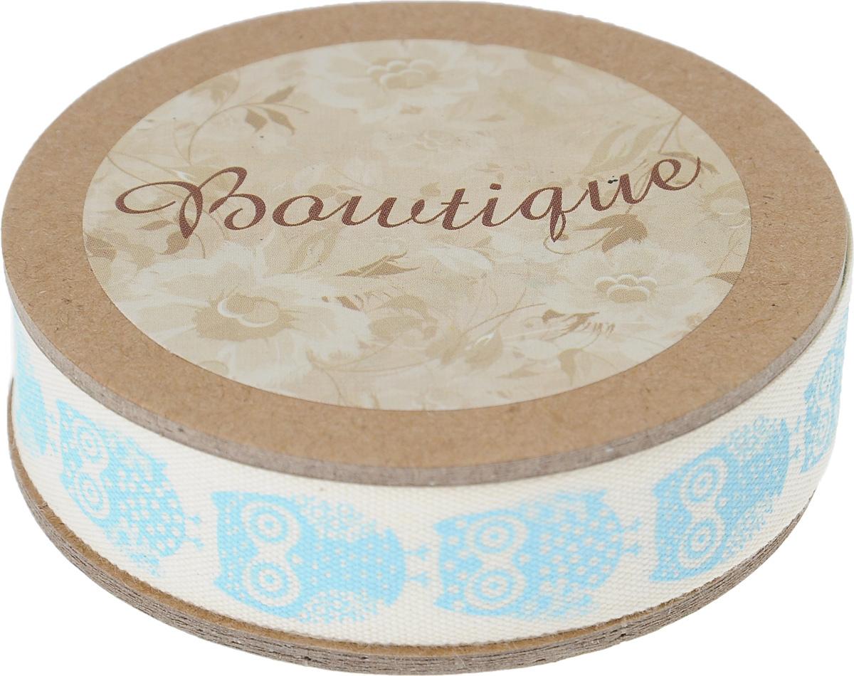 Лента хлопковая Hemline Совы, цвет: молочный, голубой, 1,5 х 500 смVR15.902Лента на картонной катушке Hemline Совы выполнена из хлопка. Такая лента идеально подойдет для оформления различных творческих работ, может использоваться для скрапбукинга, создания аппликаций, декора коробок и открыток, часто ее применяют при пошиве одежды, сумок, аксессуаров. Лента наивысшего качества практична в использовании. Она станет незаменимым элементом в создании вашего рукотворного шедевра.