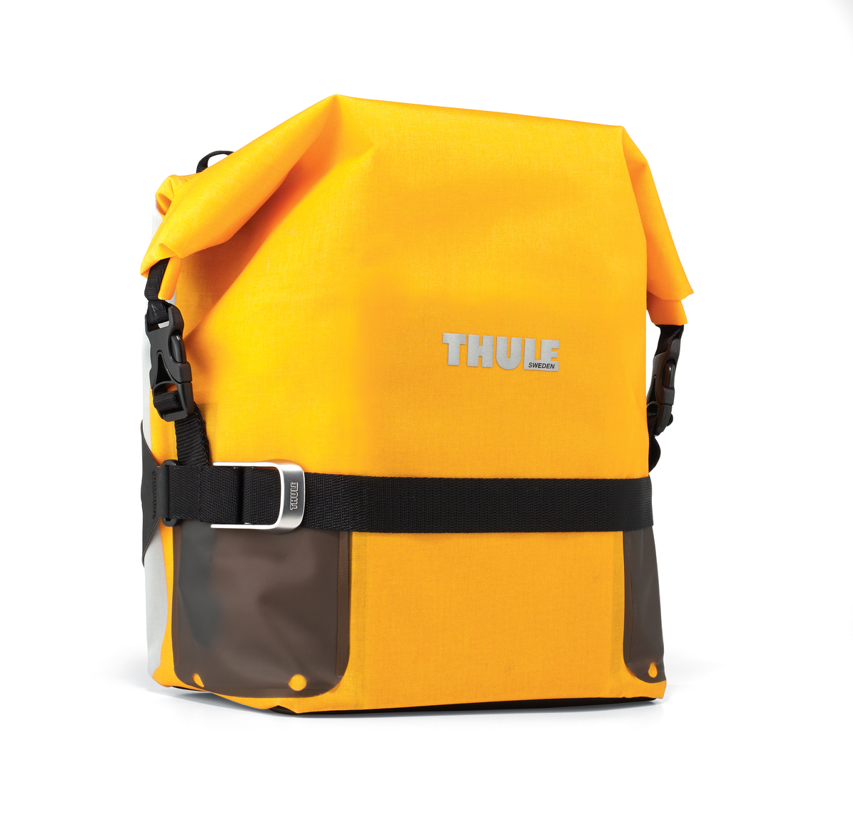 Сумка велосипедная Thule Pack n Pedal Small Adventure Touring Pannier, цвет: желтый, 29 x 12 x 51 смZ90 blackЛегкая, прочная и водонепроницаемая велосипедная сумка идеально подходит для установки сзади. Система крепления позволяет использовать сумку как на велосипеде, так и переносить ее отдельно. Крепления-невидимки легко отщелкиваются при переноске без велосипеда для максимального удобства переноски. Система крепления проста в использовании, безопасна и имеет малый уровень вибрации. Внешние прозрачные кармашки обеспечивают использование аварийного фонаря и хранение его в одном удобном месте. Водонепроницаемая сворачивающаяся/разворачивающаяся верхняя часть помогает сохранить вещи сухими. Светоотражающие полоски повышают заметность на дороге. Стягивающий ремень надежно сохраняет содержимое. Встроенные ручки и отстегиваемый ремень для ношения через плечо обеспечивают несколько вариантов переноски. Устанавливается с любой стороны велосипеда. Лучше всего подходит для багажников Thule, но может использоваться практически с любым велосипедным багажником.
