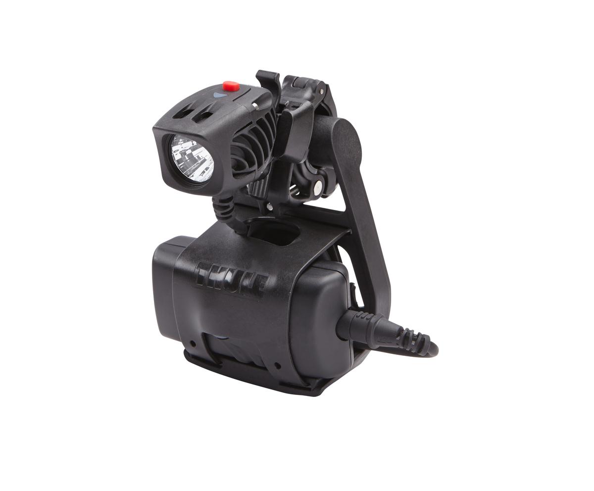 Крепление на руль Thule Pack n Pedal Light Holder, для фонарика, 8.57 x 6.35 x 11.1 см100083Thule Pack n Pedal Light Holder обеспечивает удобную фиксацию источника света, батарей и проводки с помощью простой отщелкивающейся системы крепления.Источник света, батарея и проводка совмещены в одном простом аксессуаре.Устанавливается и снимается за считанные секунды, чтобы пользователь мог легко взять ценное освещение с собой.Работает практически с любыми типами источников света и батарей.