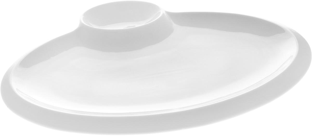 Блюдо овальное Wilmax, с соусником, 35 х 27 х 1,5 смWL-992631 / AБлюдо Wilmax выполнено из высококачественногофарфора с глазурованным покрытием. Внутри блюда находится соусник. Блюдо Wilmax идеально подойдет для сервировкистола и станет отличным подарком к любому празднику. Размер блюда (по верхнему краю): 35 х 27 х 1,5 см. Размер соусника: 7,5 х 10,5 см.