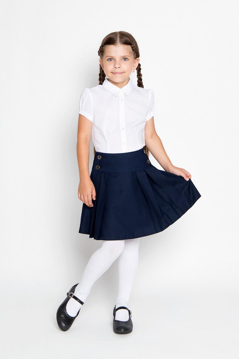 Юбка для девочки Nota Bene, цвет: темно-синий. AW15GS153A-29. Размер 140AW15GS153A-29Стильная юбка для девочки Nota Bene идеально подойдет для школы и повседневной носки. Изготовленная из высококачественного материала, она необычайно мягкая и приятная на ощупь, не сковывает движения малышки и позволяет коже дышать, не раздражает даже самую нежную и чувствительную кожу ребенка, обеспечивая ему наибольший комфорт. Юбка на широкой кокетке и с запахом застегивается на пуговицы. Крупные складки обеспечивают комфортный свободный силуэт. Классический фасон юбки традиционно является основой школьного гардероба девочки, создавая привычный образ скромной, серьезной, аккуратной ученицы.Такая юбка - незаменимая вещь для школьной формы, отлично сочетается с блузками и пиджаками.