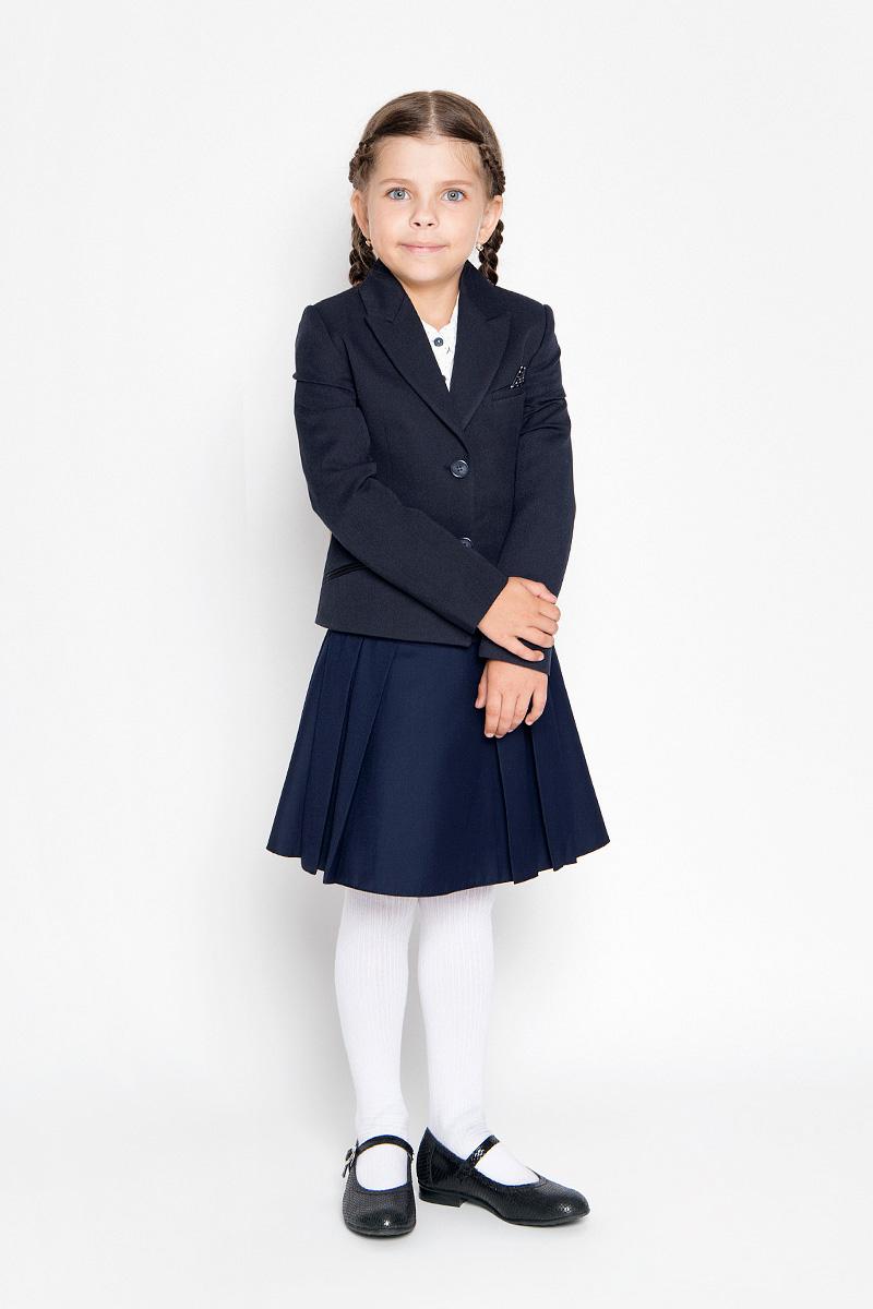 Жакет для девочки Orby School, цвет: темно-синий. 64122_OLG, вариант 2. Размер 140, 9-10 лет64122_OLG,вариант 2Классический жакет для девочки Orby School - это базовый атрибут в школьном гардеробе, необходимый для будней и праздников. Изготовленный из полиэстера с добавлением вискозы и эластана, этот жакет необычайно мягкий и приятный на ощупь, не сковывает движения малышки и не раздражает даже самую нежную и чувствительную кожу ребенка, обеспечивая наибольший комфорт.Классический жакет с воротником с лацканами и длинными рукавами застегивается спереди на пуговицы. Спереди жакет дополнен втачным нагрудным кармашком, а также оформлен имитацией втачных карманов снизу. Изделие имеет формованные подплечники.Являясь важным атрибутом школьной моды, классический жакет подчеркнет деловой имидж ученицы, придавая ей уверенность.