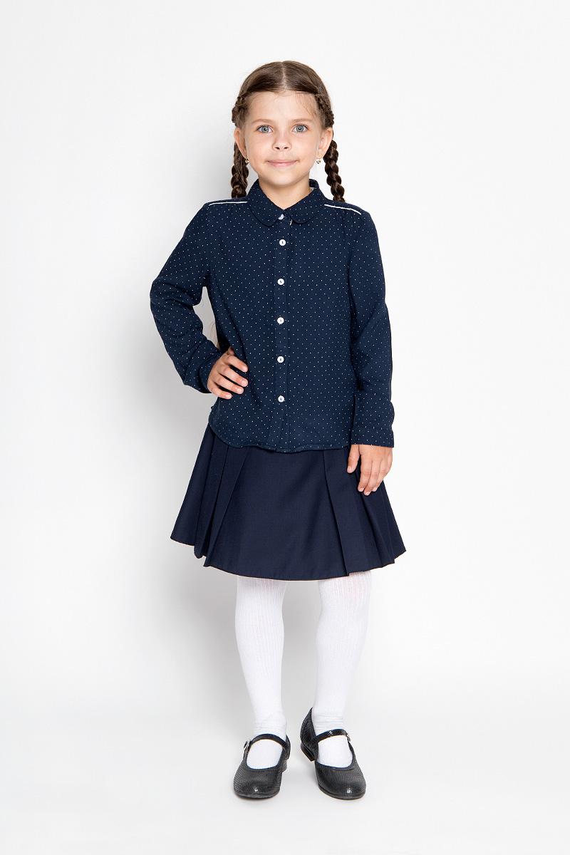 Блузка для девочки Sela, цвет: темно-синий. B-612/011-6361. Размер 122, 7 летB-612/011-6361Блузка для девочки Sela, выполненная из мягкой вискозы, займет достойное место в гардеробе юной модницы. Материал изделия тактильно приятный, не сковывает движения и хорошо пропускает воздух. Блузка с отложным воротником и длинными рукавами имеет свободный силуэт. Модель застегивается спереди на пуговицы. На рукавах предусмотрены манжеты с застежками-пуговицами. Спинка блузки удлинена. Оформлено изделие принтом в мелкий горошек.Блузка отлично сочетается с юбками и брюками. В ней ваша принцесса всегда будет в центре внимания!