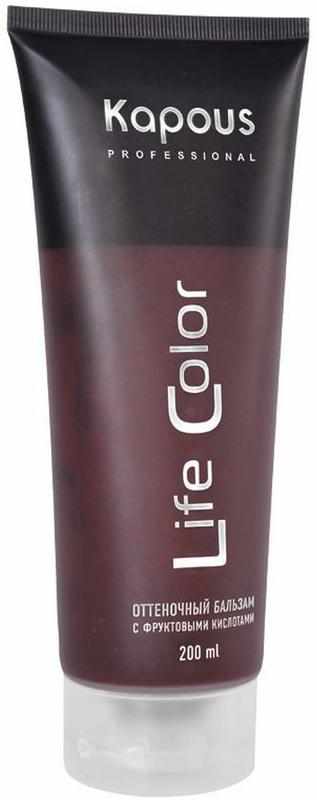 Kapous Бальзам оттеночный для волос Life Color Коричневый 200 млKap3Kapous бальзам оттеночный для волос Life Color Коричневый - это идеальное обновляющее косметическое средство для окрашенных волос, интенсивно освежающее их цвет и придающее дополнительный блеск уже окрашенным волосам. Коричневый - идеальный цвет для окрашенных в темные цвета волос, также придает мягкий оттенок натуральным волосам. Бальзам выполняет все необходимые функции по восстановлению и защите волос от вредного воздействия внешних негативных факторов. Тем самым, бальзам делает натуральный цвет волос еще более насыщенным, возвращает им эластичность и обладает антистатическим эффектом, значительно облегчающим процесс расчесывания. Входящие в состав бальзама УФ - фильтры предотвращают потускнение и выгорание яркого цвета волос, под воздействием солнечных лучей. Бальзам не содержит аммиака и перекиси водорода, поэтому его можно применять так часто, как Вы захотите. При регулярном применении бальзама волосы приобретают насыщенный глубокий цвет, получают необходимое питание и восстанавливают естественный энергетический баланс. Даже самые поврежденные волосы улучшат свою структуру и внешний вид. Результат: Оттеночный бальзам придает волосам глубокий и выразительный оттенок.