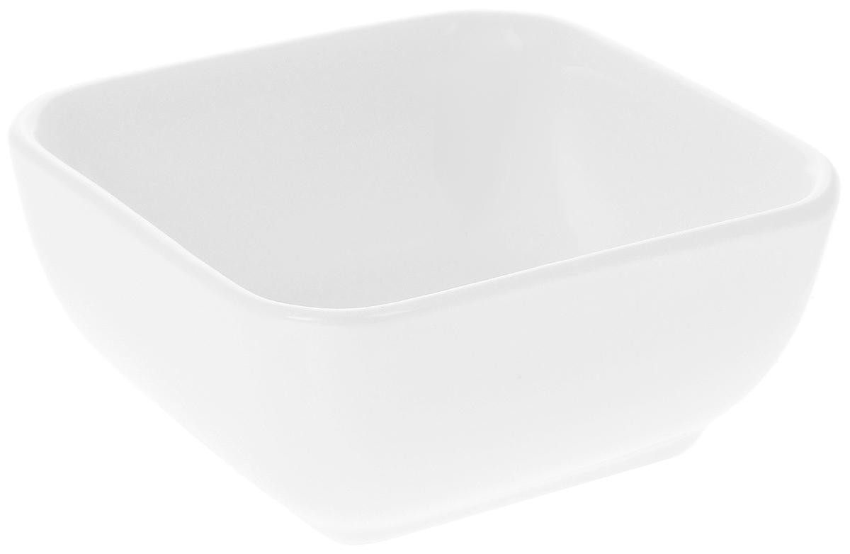 Салатник Wilmax, 110 млWL-992604 / AСалатник Wilmax, изготовленный из высококачественного фарфора с глазурованным покрытием, прекрасно подойдет для подачи различных блюд, например, закусок. Такой салатник украсит ваш праздничный или обеденный стол. Размер салатника (по верхнему краю): 7,5 х 7,5 см.Высота салатника: 3,5 см.