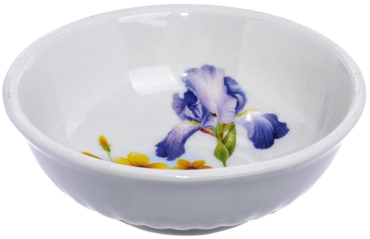 Блюдце Дулевский фарфор Ирисы, диаметр 9 смDU03842IRБлюдце Дулевский фарфор Ирисы, изготовленное из высококачественного фарфора, оформлено ярким цветочным рисунком. Блюдце украсит сервировку вашего стола. Можно использовать в микроволновой печи и мыть в посудомоечной машине. Не рекомендуется использовать абразивные моющие средства.