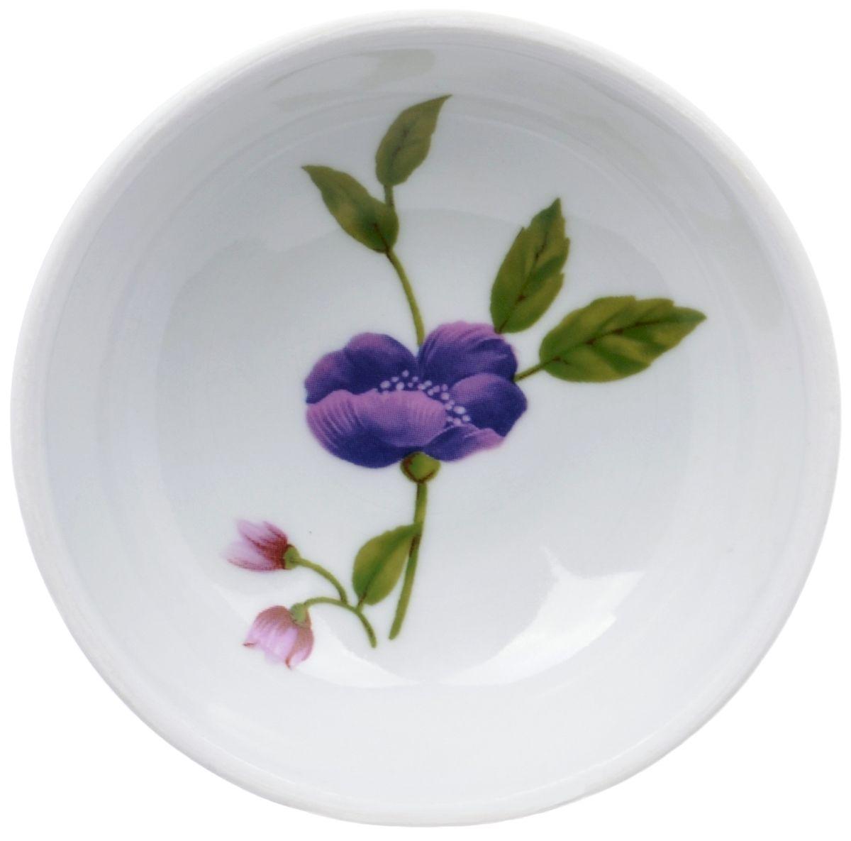 Блюдце Дулевский фарфор Луговые цветы, диаметр 9 смDU03842LFБлюдце Дулевский фарфор Луговые цветы, изготовленное из высококачественного фарфора, оформлено ярким цветочным рисунком. Блюдце украсит сервировку вашего стола. Можно использовать в микроволновой печи и мыть в посудомоечной машине. Не рекомендуется использовать абразивные моющие средства.