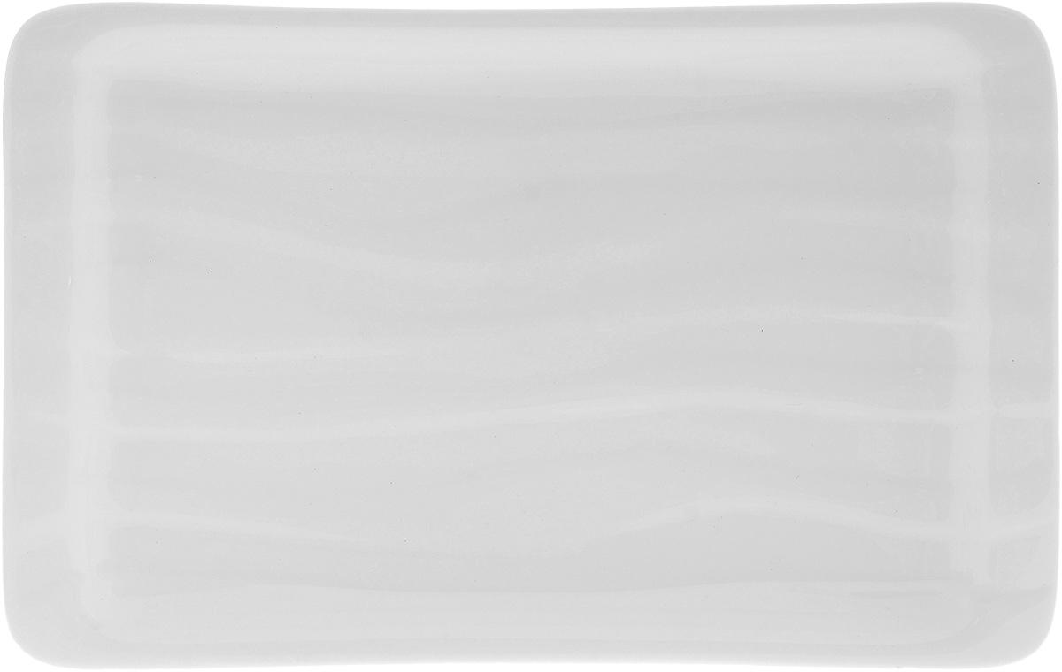 """Оригинальное прямоугольное блюдо """"Wilmax"""", изготовленное из фарфора с  глазурованным покрытием, прекрасно  подойдет для подачи нарезок, закусок и других  блюд. Оно украсит ваш кухонный стол, а также станет  замечательным подарком к любому празднику. Размер блюда: 22 х 14 см."""