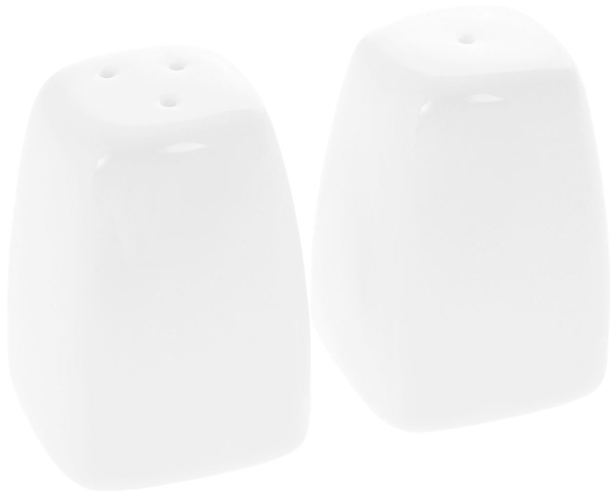 Набор для специй Wilmax, 2 предмета. WL-996092 / SP19715Набор для специй Wilmax состоит из солонки и перечницы. Изделия выполнены из высококачественного фарфора, покрытого глазурью. Такой набор для специй пригодится в любом хозяйстве, он функционален, практичен и легок в уходе.Размер емкости: 6 х 4,5 х 4,5 см.
