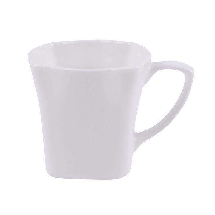 Чашка чайная Ariane Джульет, 150 млAJLARN44015Чайная чашка Ariane Джульет выполнена из высококачественного фарфора с глазурованным покрытием. Изделие оснащено удобной ручкой.Уникальный состав сырья, новейшие технологии и контроль качества гарантируют: снижение риска сколов, повышение термической и механической прочности, высокую сопротивляемость шоковым воздействиям, высокую устойчивость к истиранию, устойчивость к царапинам, гладкий и блестящий внешний вид, абсолютную функциональность, относительную безопасность в случае боя, защиту от деформации.Нежнейший дизайн и белоснежность изделия дарят ощущение легкости и безмятежности. Изысканная чашка прекрасно оформит стол к чаепитию и станет его неизменным атрибутом.Можно мыть в посудомоечной машине и использовать в СВЧ без потери внешнего вида.