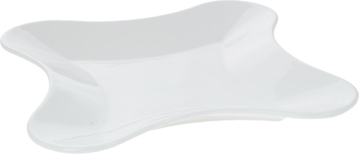 """Оригинальное блюдо """"Wilmax"""", изготовленное из фарфора с  глазурованным покрытием, прекрасно  подойдет для подачи нарезок, закусок и других  блюд. Оно украсит ваш кухонный стол, а также станет  замечательным подарком к любому празднику. Размер блюда: 20 х 20 см."""