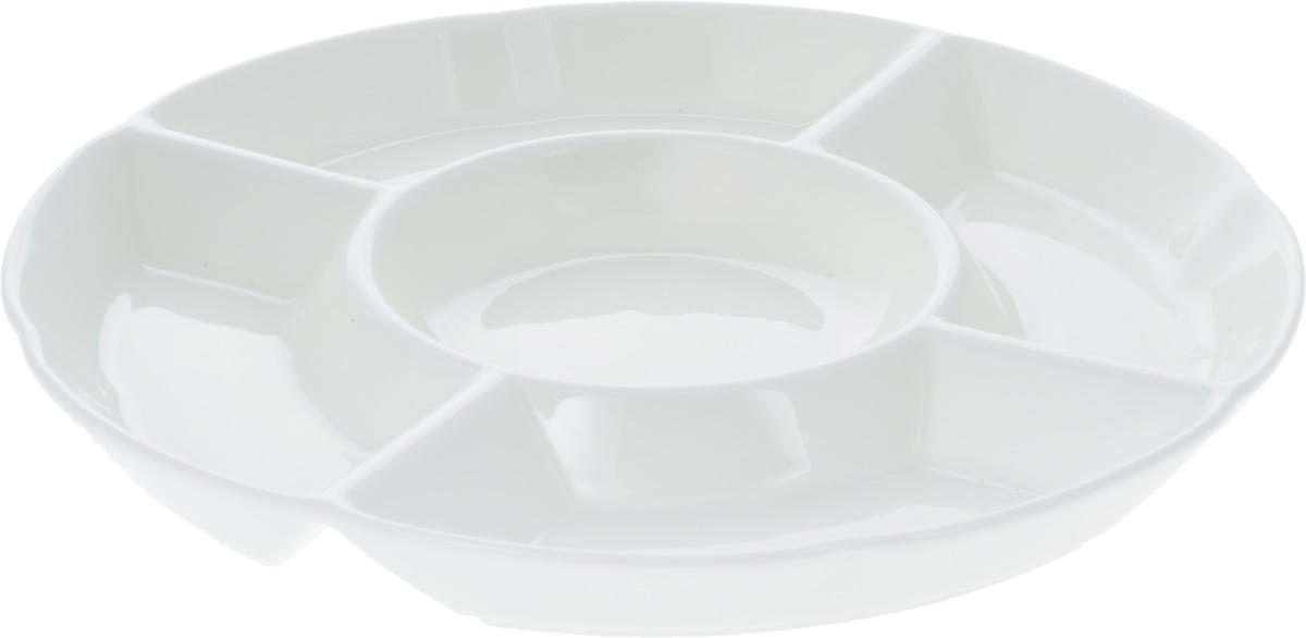 """Менажница """"Wilmax"""" изготовлена из фарфора с глазурованным покрытием. Она состоит из 5  секций, предназначенных для подачи сразу нескольких видов закусок, нарезок, соусов и  варенья.  Фарфор от """"Wilmax"""" изготовлен по уникальному рецепту из сплава магния и алюминия,  благодаря чему посуда обладает характерной белизной, прочностью и устойчивостью к  сколами. Особый состав глазури обеспечивает гладкость и блеск поверхности изделия.  Оригинальная менажница """"Wilmax"""" станет украшением как праздничного, так и  повседневного обеденного стола и подчеркнет ваш изысканный вкус.   Можно мыть в посудомоечной машине и использовать в микроволновой печи. Изделие  пригодно для использования в духовых печах и выдерживает температуру до 300°С.     Диаметр: 25,5 см.    Высота: 2,5 см.   Диаметр внутренней секции: 11 см.   Размеры прямоугольных секций: 16 х 6 см."""