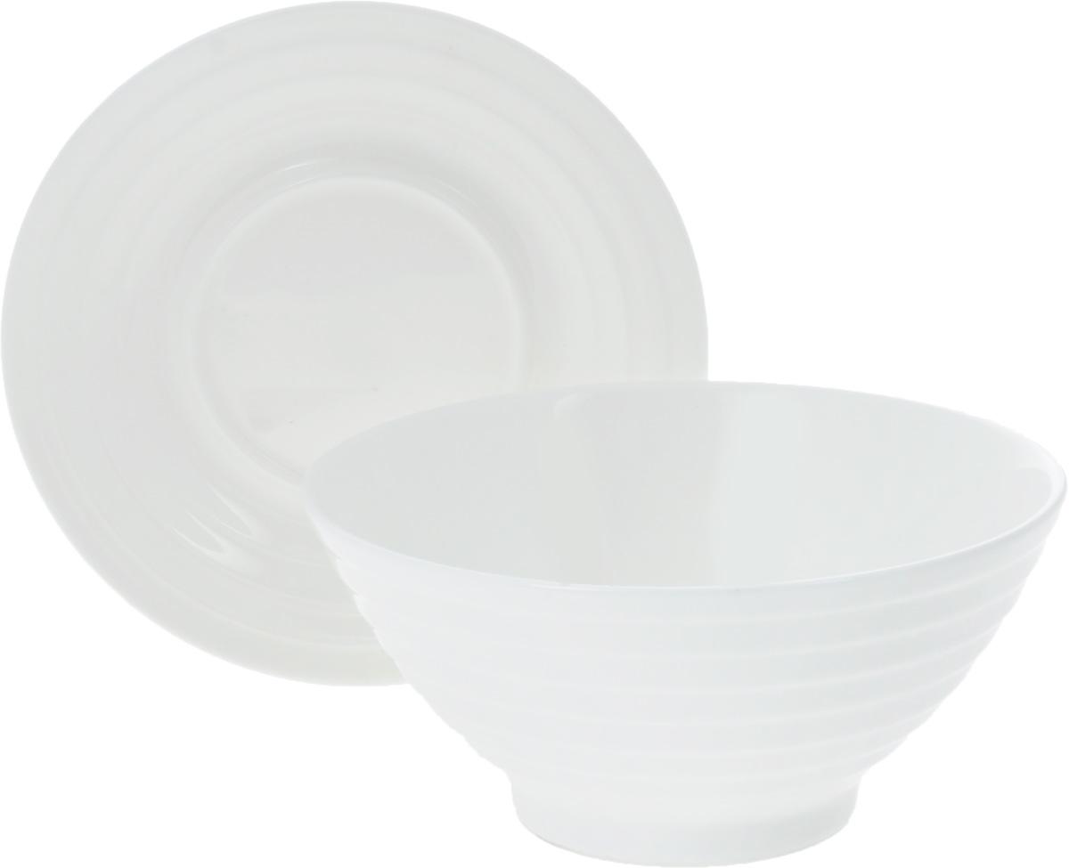 Салатник Wilmax, с блюдцем, 545 млWL-991146 / ABСалатник Wilmax, изготовленный из фарфора с глазурованным покрытием, прекрасно подойдет дляподачи различных блюд: закусок, салатов или фруктов.Фарфор от Wilmax изготовлен по уникальному рецепту из сплава магния и алюминия, благодаря чему посуда обладает характерной белизной, прочностью и устойчивостью к сколами. Особый состав глазури обеспечивает гладкость и блеск поверхности изделия.Такой салатник украсит ваш праздничный или обеденный стол, а оригинальный дизайн придется по вкусу и ценителям классики, и тем, кто предпочитает утонченность и изысканность.К изделию прилагается блюдце, выполненное из фарфора. Можно мыть в посудомоечной машине и использовать в микроволновой печи. Изделия пригодны для использования в духовых печах и выдерживают температуру до 300°С.Размер салатника: 14,5 х 14,5 х 7 см.Диаметр блюдца: 15 см.Высота блюдца: 2 см.