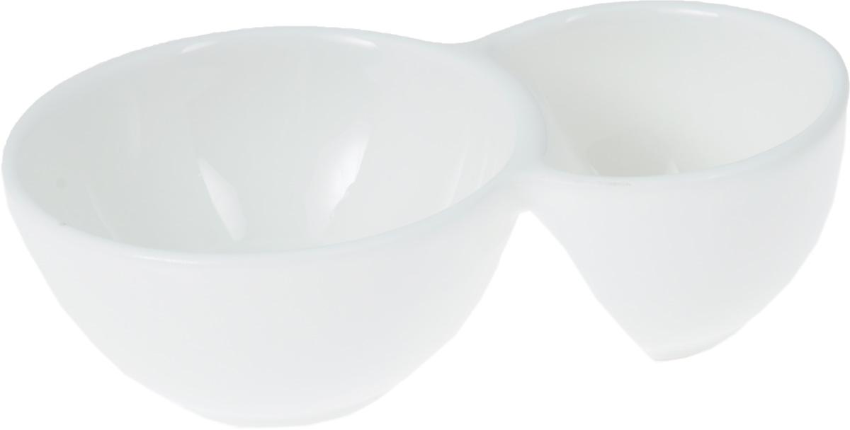 """Емкость для закусок """"Wilmax"""" выполнена из белого фарфора высокого качества с  глазурованным покрытием. Она состоит из двух секций. Большая секция предназначена для  закусок, а маленькая - для соусов к ним.  Фарфор от """"Wilmax"""" изготовлен по уникальному рецепту из сплава магния и алюминия,  благодаря чему посуда обладает характерной белизной, прочностью и устойчивостью к  сколами. Особый состав глазури обеспечивает гладкость и блеск поверхности изделия.  Такая емкость станет украшением как праздничного, так и повседневного обеденного стола.  Она функциональная, практичная в использовании и легкая в уходе.    Можно мыть в посудомоечной машине и использовать в микроволновой печи.    Размеры изделия: 12,5 х 7,5 х 4 см."""