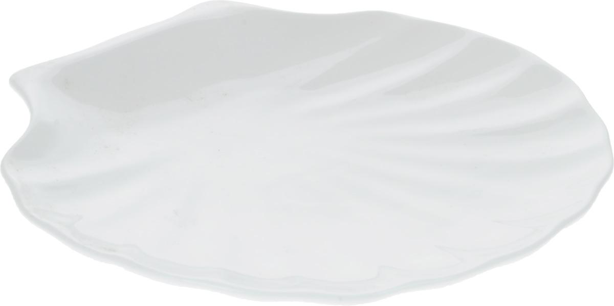 """Оригинальное блюдо Wilmax """"Ракушка"""", изготовленное из фарфора с  глазурованным покрытием, прекрасно  подойдет для подачи нарезок, закусок и других  блюд. Оно украсит ваш кухонный стол, а также станет  замечательным подарком к любому празднику. Размер блюда: 25,5 х 24 см."""