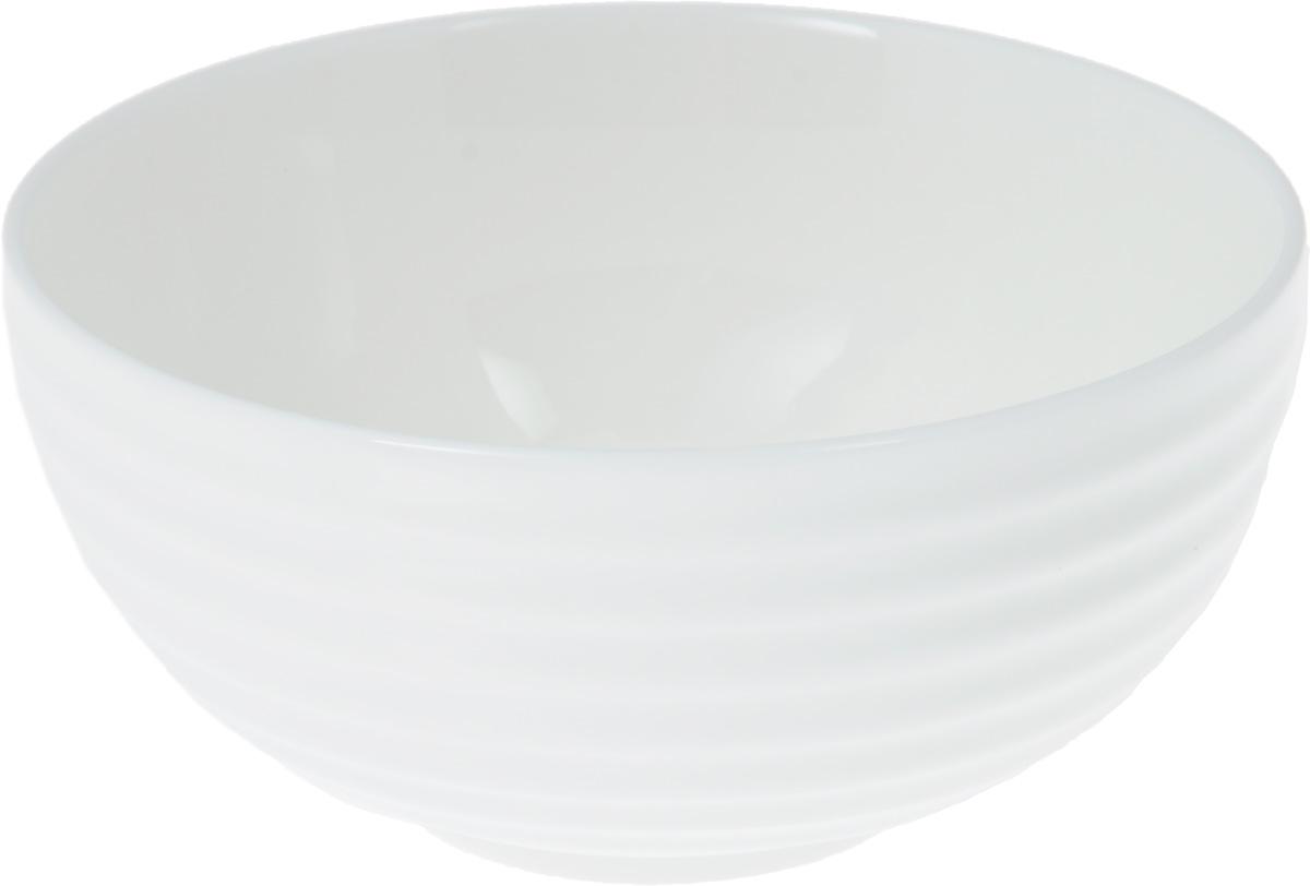 Салатник Wilmax, 360 млWL-992371 / AСалатник Wilmax, изготовленный из фарфора с глазурованным покрытием, прекрасно подойдет дляподачи различных блюд: закусок, салатов или фруктов. Фарфор от Wilmax изготовлен по уникальному рецепту из сплава магния и алюминия, благодаря чему посуда обладает характерной белизной, прочностью и устойчивостью к сколами. Особый состав глазури обеспечивает гладкость и блеск поверхности изделия.Такой салатник украсит ваш праздничный или обеденный стол, а оригинальный дизайн придется по вкусу и ценителям классики, и тем, кто предпочитает утонченность и изысканность.Можно мыть в посудомоечной машине и использовать в микроволновой печи. Изделие пригодно для использования в духовых печах и выдерживает температуру до 300°С.