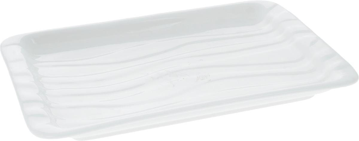 Блюдо Wilmax, 26,5 х 16,5 смWL-992593 / AОригинальное прямоугольное блюдо Wilmax, изготовленное из фарфора с глазурованным покрытием, прекрасноподойдет для подачи нарезок, закусок и других блюд. Фарфор от Wilmax изготовлен по уникальному рецепту из сплава магния и алюминия, благодаря чему посуда обладает характерной белизной, прочностью и устойчивостью к сколами. Особый состав глазури обеспечивает гладкость и блеск поверхности изделия.Блюдо украсит ваш кухонный стол, а также станет замечательным подарком к любому празднику.Можно мыть в посудомоечной машине и использовать в микроволновой печи. Изделие пригодно для использования в духовых печах и выдерживает температуру до 300°С.