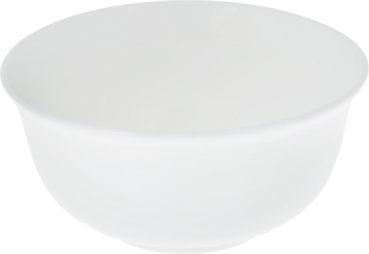 Салатник Wilmax, 300 млWL-992003 / AСалатник Wilmax, изготовленный из фарфора с глазурованным покрытием, прекрасно подойдет дляподачи различных блюд: закусок, салатов или фруктов. Фарфор от Wilmax изготовлен по уникальному рецепту из сплава магния и алюминия, благодаря чему посуда обладает характерной белизной, прочностью и устойчивостью к сколами. Особый состав глазури обеспечивает гладкость и блеск поверхности изделия.Такой салатник украсит ваш праздничный или обеденный стол, а оригинальный дизайн придется по вкусу и ценителям классики, и тем, кто предпочитает утонченность и изысканность.Можно мыть в посудомоечной машине и использовать в микроволновой печи. Изделие пригодно для использования в духовых печах и выдерживает температуру до 300°С.