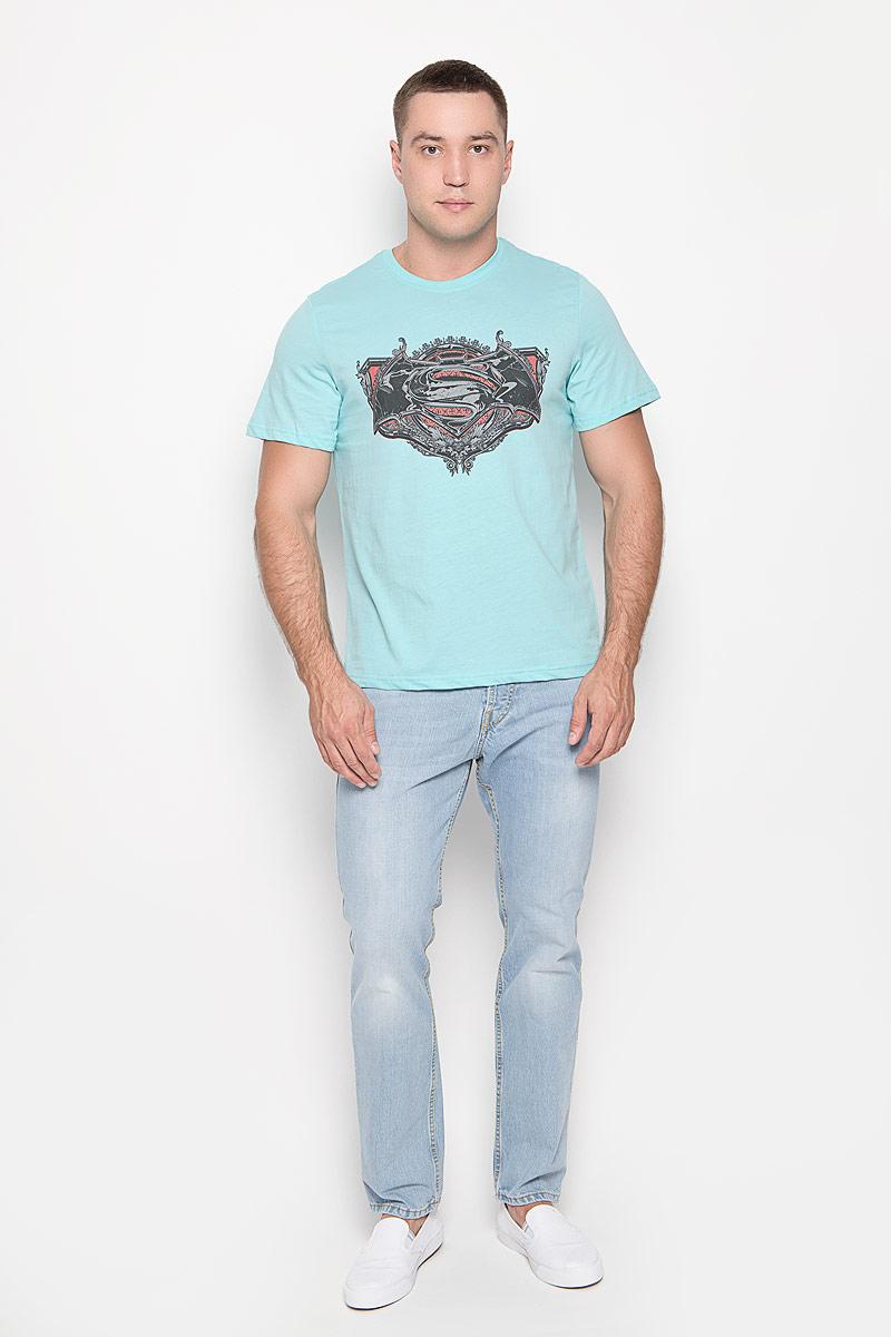 Футболка мужская RHS Batman vs Superman, цвет: ментоловый. 42943. Размер S (46)42943Оригинальная мужская футболка RHS Batman vs Superman, выполненная из высококачественного хлопка, обладает высокой теплопроводностью, воздухопроницаемостью и гигроскопичностью, позволяет коже дышать. Модель с короткими рукавами и круглым вырезом горловины, оформлена принтом спереди на тему легендарного комикса Batman. Горловина дополнена эластичной трикотажной резинкой.Идеальный вариант для тех, кто ценит комфорт и качество.