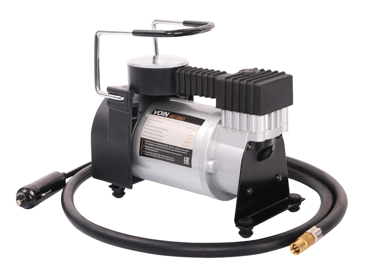 Компрессор VOIN АС-580 R17/30LKOM00101Автомобильный компрессор VOIN АС-580 – отличный помощник для любого автомобилиста. Компактное устройство предназначено для быстрой подкачки колес. Компрессор отличается простотой и надежностью конструкции. Питание прибора осуществляется через гнездо прикуривателя. Автомобильный плавкий предохранитель в капсуле защищает от скачков тока в сети. Компрессор способен проработать без перерыва до 20 минут.Корпус и поршневая группа VOIN АС-580 сделаны из металла, что обеспечивает повышенную прочность и увеличенный ресурс компрессора.Гарантия от производителя на 6 месяцев позволяет беспрепятственно обменять компрессор в случае его поломки в течение гарантийного срока.