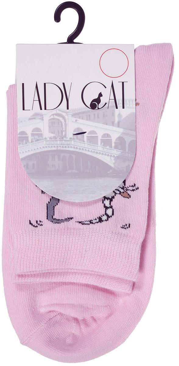 Носки женские Lady Cat, цвет: розовый. М 3002. Размер 2 (38/40)М 3002Удобные женские носки Lady Cat, изготовленные из высококачественного комбинированного материала, очень мягкие и приятные на ощупь, позволяют коже дышать. Эластичная резинка плотно облегает ногу, не сдавливая ее, обеспечивая комфорт и удобство. Носки со стандартным паголенком оформлены принтом в виде забавных кошечек.Удобные и комфортные носки великолепно подойдут к любой вашей обуви.
