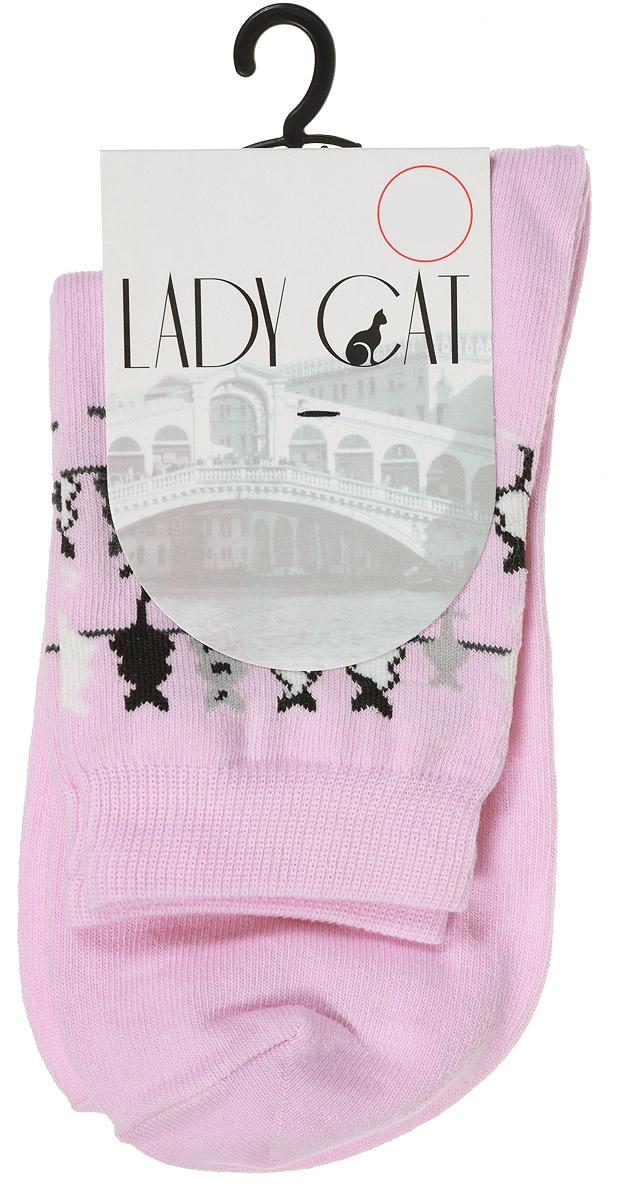 Носки женские Lady Cat, цвет: розовый. М 3003. Размер 1 (35/37)М 3003Женские носки Lady Cat, изготовленные из высококачественного комбинированного материала, очень мягкие и приятные на ощупь, позволяют коже дышать. Эластичная резинка плотно облегает ногу, не сдавливая ее, обеспечивая комфорт и удобство. Носки со стандартным паголенком, который оформлен оригинальным принтом в виде кошечек.Удобные и комфортные носки великолепно подойдут к любой вашей обуви.