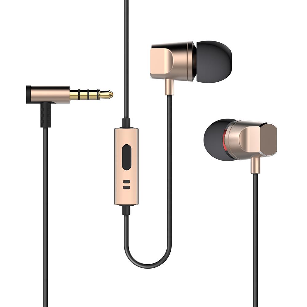 Deppa Stereo Alum, Gold cтереогарнитура44139Стильная гарнитура Deppa Stereo Alum пригодится в случае, если нужно разговаривать по мобильному телефону, а руки должны быть свободны, например, за рулем автомобиля или во время занятий спортом. Мягкие амбушюры обеспечивают комфорт и хорошую звукоизоляцию. Динамики гарнитуры подарят чистый и яркий звук своему владельцу на всех диапазонах частот. Гарнитура совместима с любым видом устройств с выходом 3,5 мм. В комплекте амбушюры трех размеров.