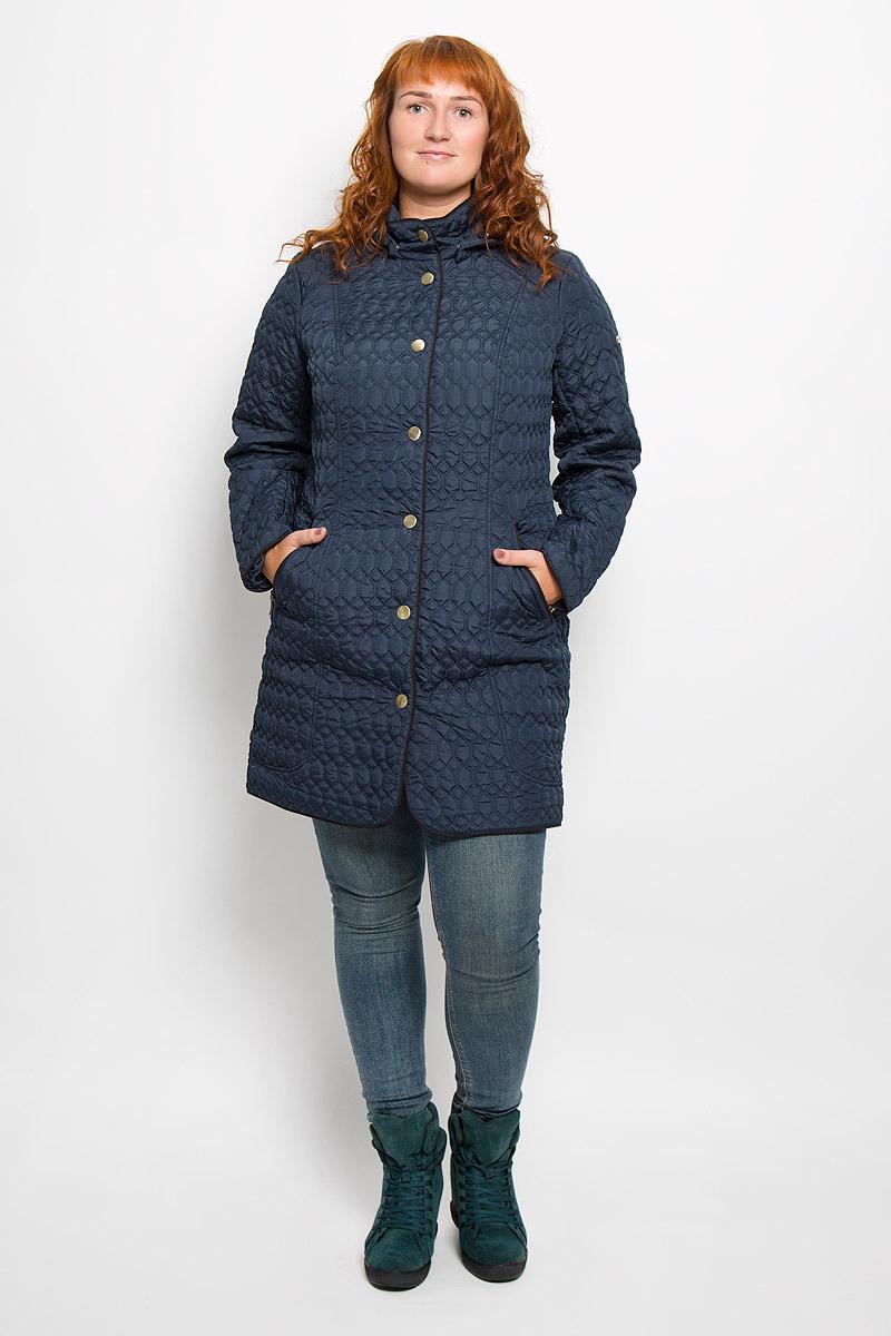 Пальто женское Finn Flare, цвет: темно-синий. A16-12000_101. Размер XXL (52)A16-12000_101Удобное женское пальто Finn Flare согреет вас в прохладную погоду и позволит выделиться из толпы. Модель с длинными рукавами и воротником-стойкой выполнена из прочного полиэстера, застегивается на кнопки спереди. Пальто имеет съемный капюшон на кнопках, объем которого регулируется при помощи шнурка-кулиски со стопперами. Изделие дополнено двумя втачными карманами на застежках-молниях спереди. Пальто оформлено стеганым узором. Наполнитель из синтепона надежно сохранит тепло, благодаря чему такое пальто защитит вас от ветра и холода. Это модное и в то же время комфортное пальто - отличный вариант для прогулок, оно подчеркнет ваш изысканный вкус и поможет создать неповторимый образ.