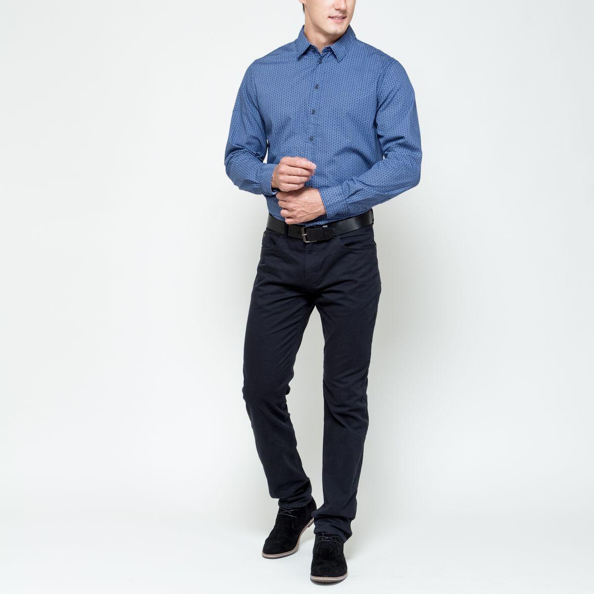 Рубашка мужская Sela Casual Wear, цвет: темно-синий, голубой. H-212/697-6322. Размер 39 (44)H-212/697-6322Стильная мужская рубашка Sela Casual Wear, выполненная из натурального хлопка, позволяет коже дышать, тем самым обеспечивая наибольший комфорт при носке. Модель классического кроя с отложным воротником и длинными рукавами застегивается на пуговицы по всей длине. Модель оформлена оригинальным принтом. Манжеты рукавов дополнены застежками-пуговицами.