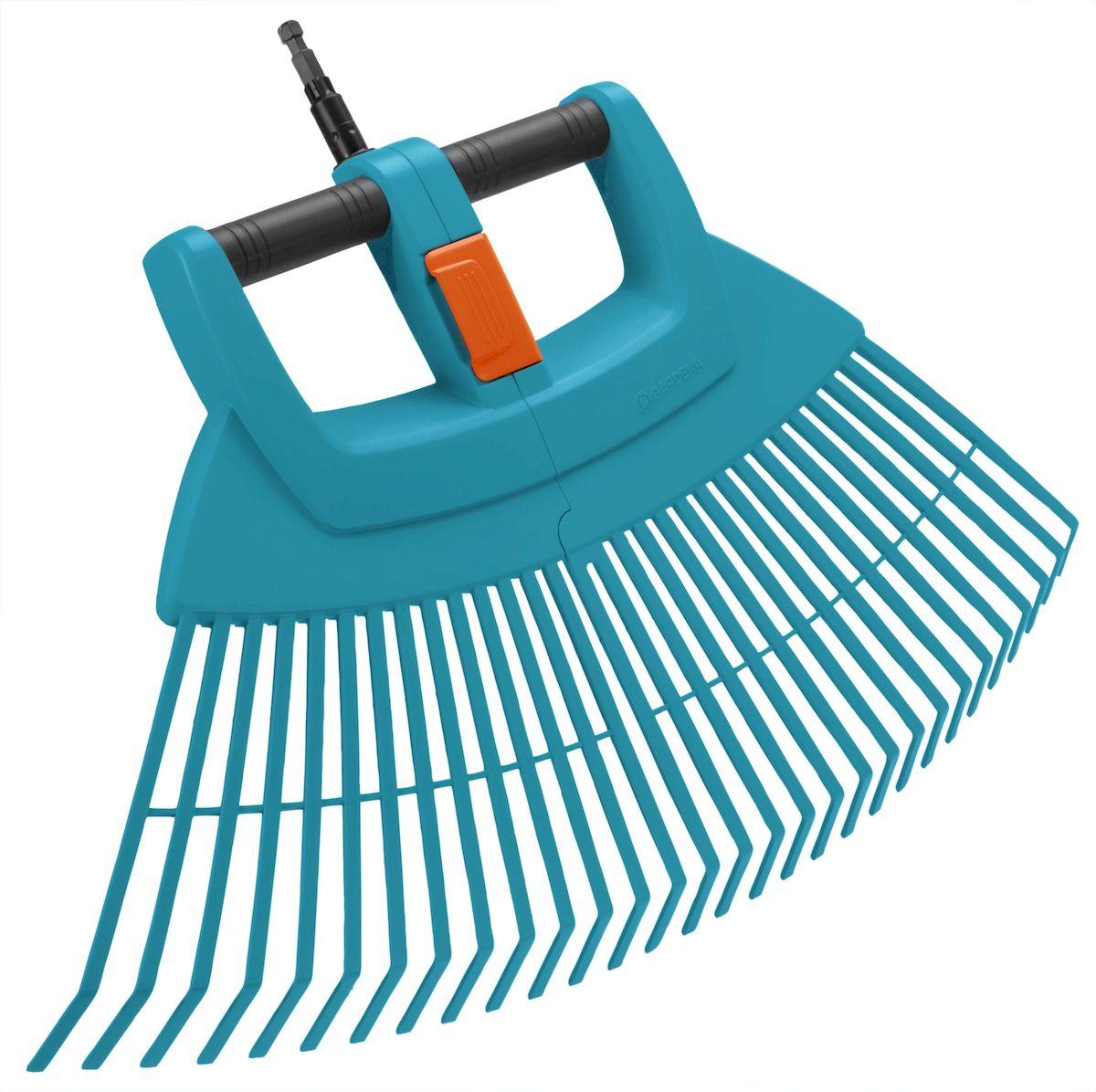 Грабли пластиковые веерные Gardena XXL Vario, складные03107-20.000.00Грабли пластиковые веерные Gardena XXL Vario выполнены из высококачественного пластика и снабжены встроенной алюминиевой трубкой, которая повышает прочность инструмента. Они идеально подходят для быстрого сбора листьев, скошенной травы, разбросанного ветром материала и другого садового мусора на больших участках. Этот простой в эксплуатации и эффективный инструмент можно разделить на две части в целях удобного сбора материала. Грабли пластиковые веерные XXL Vario могут складываться для экономии места. Грабли могут использоваться с любой ручкой, однако рекомендуется использовать ручку длиной 130 см или 150 см, в зависимости от роста пользователя.Рабочая ширина: 77 см.