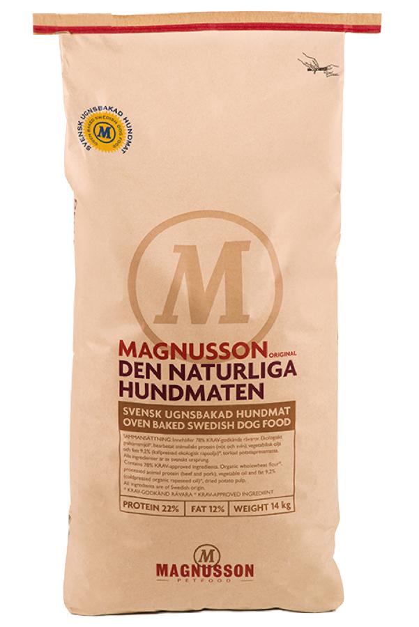 Корм сухой Magnusson Original Naturliga для сильных аллергиков и чувствительных к питанию собак, 14 кг7350033851456Корм сухой Magnusson Original Naturliga отлично подойдет, если ваш питомец нуждается в диетическом питании, а его пищеварение не справляется со многими продуктами. Данный продукт поможет пищеварительной системе лучше функционировать и поддерживать здоровье собаки в норме. Magnusson Original Naturliga - это чистый и простой корм, который содержит в своем составе только 4 ингредиента. Идеально подходит для собак, склонных к аллергии, белых собак и для тех владельцев, которые не могут определиться, каким кормом начать кормить своего питомца. В корм не добавляется свежая морковь и свежие яйца, отсутствуют пивные дрожжи. В нем нет никаких добавок и консервантов. Корм можно давать как в сухом, так и размоченном виде. Не стоит заливать корм бульоном или молоком, лучше всего использовать воду. Определите количество корма, которое вы хотите дать вашей собаке. Добавьте в миску теплую воду так, чтобы она покрывала корм. Перемешайте и оставьте на 10 минут. Калории: 1440 кДж / 100 г; 343 кКал / 100 г. Состав: сушеное мясо, экологическая мука пшеницы грубого помола, органическое рапсовое масло холодного отжима, картофельная клетчатка, минералы, витамины и микроэлементы. Анализ: белок 22%, жир 12%, клетчатка 2,2%, углеводы (НФО) 47,5%, минеральных веществ (золы) 6,3% (из которых 1,3% кальция и фосфора 1,0%), вода 10%, жирных кислот Oмегa-3: 9,5%, жирных кислот Oмегa-6: 24,5%, жирных кислот Oмегa-6/Oмегa-3: 2,58%.Витамины и питательные вещества в 1 кг: Витамин А 12000 IE, Витамин D3 1200 IE, Витамин E 120 IE, Витамин C 50 мг, Витамин B12 0,1 мг, Биотин (Вит. H ) 0,3 мг, Холин 1500 мг, Железо Fе (сульфат железа) 200 мг, Тиамин В1 8 мг, Медь Cu (сульфат меди) 15 мг, Рибофлавин В2 10 мг, Марганец Mn (оксид марганца) 40 мг, Пантотеновая кислота B 5 20 мг, Цинк Zn (цинк оксид) 200 мг, Ниацин B3 50 мг, Йод I (кальция йодид) 2 мг, Пиридоксин В6 6 мг, Селен Se (селенит натрия)