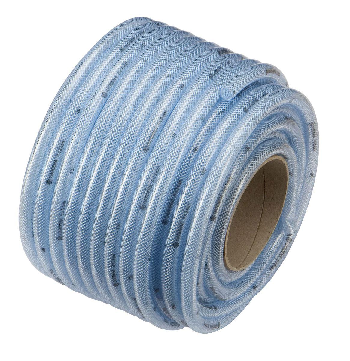 Шланг Gardena, армированный, диаметр 13 х 3,5 мм, длина 50 м04978-20.000.00Армированный прозрачный шланг Gardena, изготовленный из ПВХ, предназначен для полива. Изделие армировано путем вставки тонкого плетения из нитей полиэстера по всей его поверхности. Армированные шланги имеют преимущество в силу лучшей устойчивости на разрыв и работы под давлением без раздувания. Однако армированные шланги жесткие, а потому особенно подвержены перегибам и заломам. Температура использования шланга -10°C до +50°C. Устойчив к ультрафиолетовым лучам и образованию водорослей на внутреннем слое. Применяется всесезонно. Легок в использовании. Диаметр шланга: 13 х 3,5 мм.Рабочее давление: 12 бар.