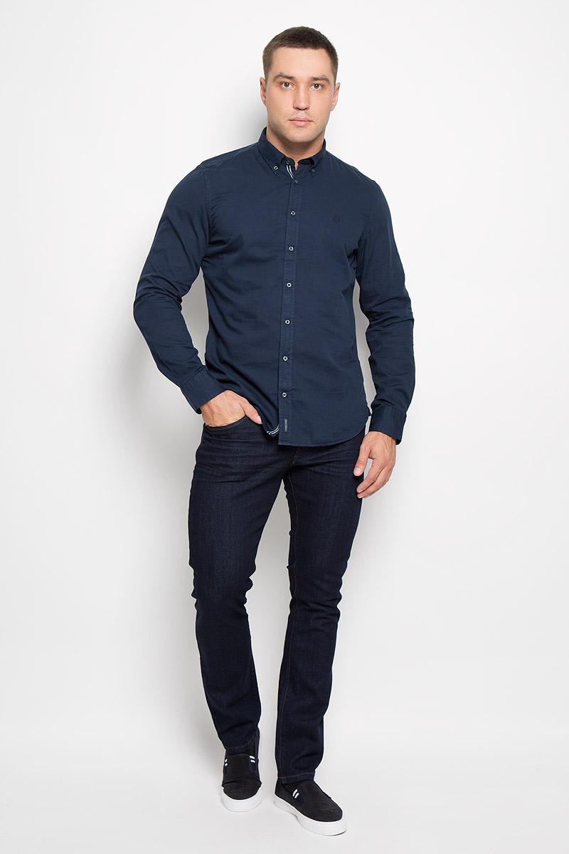 Джинсы мужские Wrangler Larston, цвет: темно-синий. W18S8278Q. Размер 30-32 (46-32)W18S8278QСтильные мужские джинсы Wrangler Larston - джинсы высочайшего качества, которые прекрасно сидят. Модель слегка зауженного к низу кроя и средней посадки изготовлена из хлопка с добавлением эластана, не сковывает движения и дарит комфорт.Джинсы на талии застегиваются на металлическую пуговицу, а также имеют ширинку на застежке-молнии и шлевки для ремня. Спереди модель дополнена двумя втачными карманами и одним небольшим накладным кармашком, а сзади - двумя большими накладными карманами.Эти модные и в тоже время удобные джинсы помогут вам создать оригинальный современный образ. В них вы всегда будете чувствовать себя уверенно и комфортно.