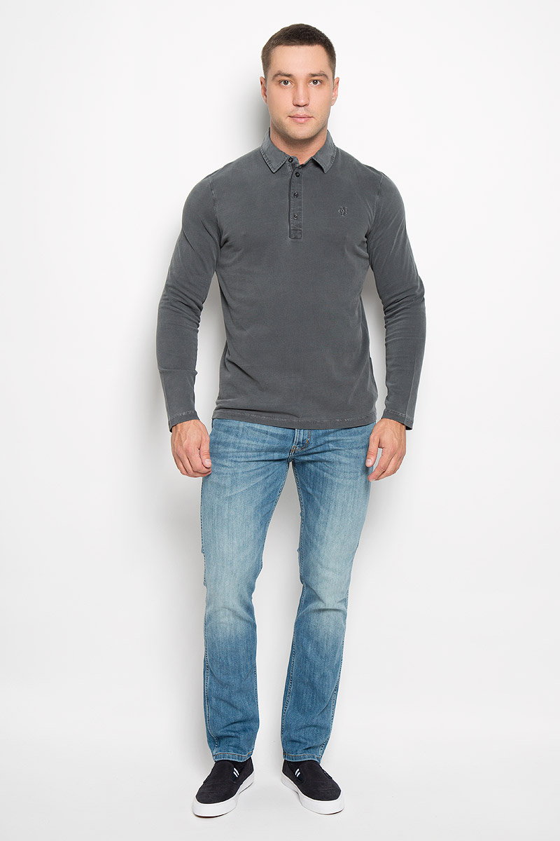 Поло мужское с длинным рукавом Marc OPolo, цвет: серый. 223655136/975. Размер L (50)223655136/975Стильная мужская футболка-поло Marc OPolo, изготовленная из натурального хлопка, мягкая и приятная на ощупь, не сковывает движений и обеспечивает наибольший комфорт.Модель с отложным воротником-поло и длинными рукавами великолепно подойдет для создания современного образа в стиле Casual. Сверху изделие застегивается на четыре пуговицы. На груди футболка-поло оформлена вышитым логотипом бренда. Эта модель послужит отличным дополнением к вашему гардеробу. В ней вы всегда будете чувствовать себя уютно и комфортно.