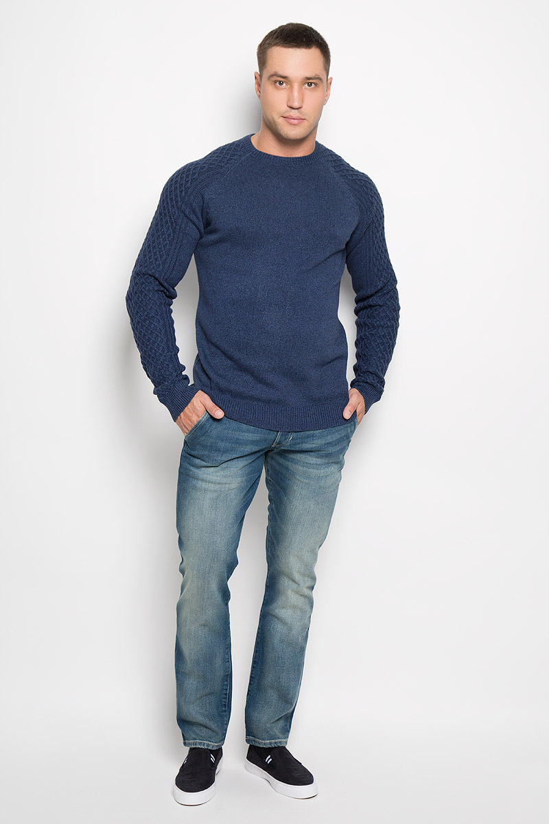 Джинсы мужские Wrangler Spencer, цвет: синий. W184X475C. Размер 31-32 (46/48-32)W184X475CСтильные мужские джинсы Wrangler Spencer - джинсы высочайшего качества, которые прекрасно сидят. Модель слегка зауженного к низу кроя и средней посадки изготовлена из хлопка с добавлением эластана, не сковывает движения и дарит комфорт.Джинсы на талии застегиваются на металлическую пуговицу, а также имеют ширинку на пуговицах и шлевки для ремня. Спереди модель дополнена двумя втачными карманами и одним небольшим накладным кармашком, а сзади - двумя большими накладными карманами. Джинсы оформлены потертостями.Эти модные и в тоже время удобные джинсы помогут вам создать оригинальный современный образ. В них вы всегда будете чувствовать себя уверенно и комфортно.