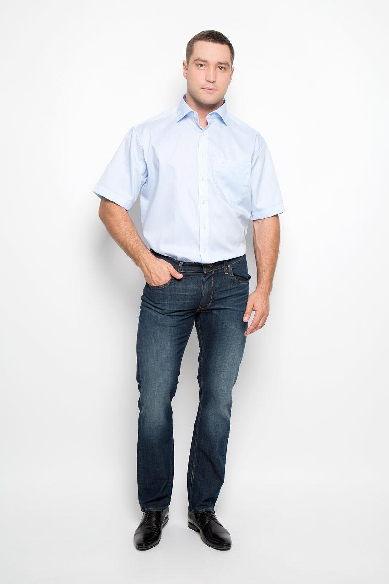 Рубашка мужская Eterna, цвет: голубой. 8219_10_K187_39-46. Размер 418219_10_K187_39-46Классическая мужская рубашка Eterna выполнена из натурального хлопка. Материал изделия тактильно приятный, не стесняет движений и позволяет коже дышать, обеспечивая комфорт при носке. Рубашка прямого кроя с отложным воротником и короткими рукавами застегивается спереди на пуговицы. На груди расположен накладной карман, украшенный вышитым логотипом. Классическая рубашка - превосходный вариант для базового мужского гардероба и отличное решение на каждый день.