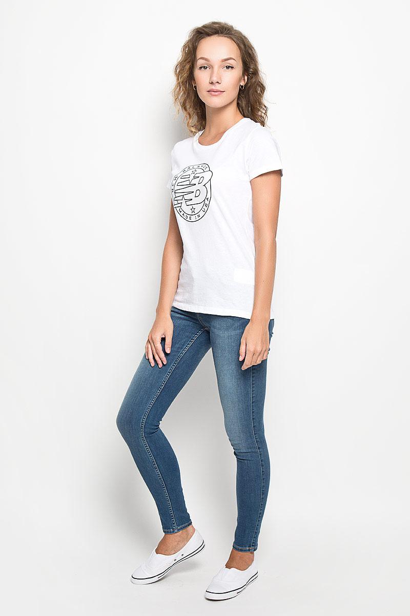Футболка женская New Balance Emblem Tee, цвет: белый. WT63519/WT. Размер L (48)WT63519/WTЖенская футболка New Balance Emblem Tee, выполненная из натурального хлопка, идеально подойдет для активного отдыха, прогулок или занятий спортом. Ткань мягкая и тактильно приятная, не стесняет движений и позволяет коже дышать.Футболка с короткими рукавами имеет круглый вырез горловины, дополненный трикотажной резинкой. Изделие оформлено логотипом New Balance.Такая модель будет дарить вам комфорт в течение всего дня и станет отличным дополнением к вашему гардеробу!