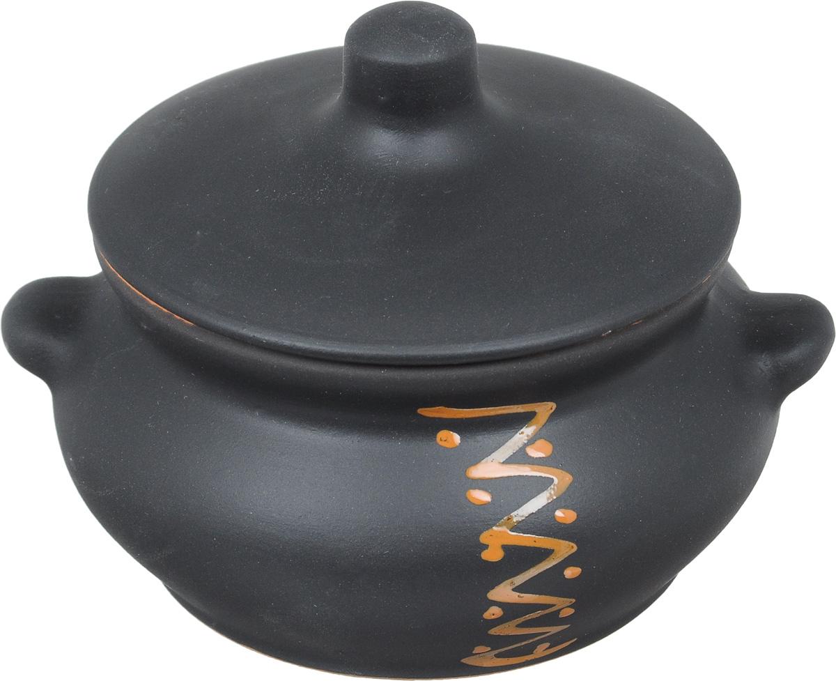 Горшок для жаркого Борисовская керамика Лакомка, 0,5 лЧУГ00000359Горшок для жаркого Борисовская керамика Лакомка выполнен из высококачественной керамики. Внутренняя поверхность покрыта глазурью, а внешние стенки имеют шероховатую поверхность под мрамор. Керамика абсолютно безопасна, поэтому изделие придется по вкусу любителям здоровой и полезной пищи. Горшок для запекания с крышкой очень вместителен и имеет удобную форму. .Посуда жаропрочная. Можно использовать в духовке и микроволновой печи.Диаметр горшочка (по верхнему краю): 11 см. Высота (без учета крышки): 7,5 см.